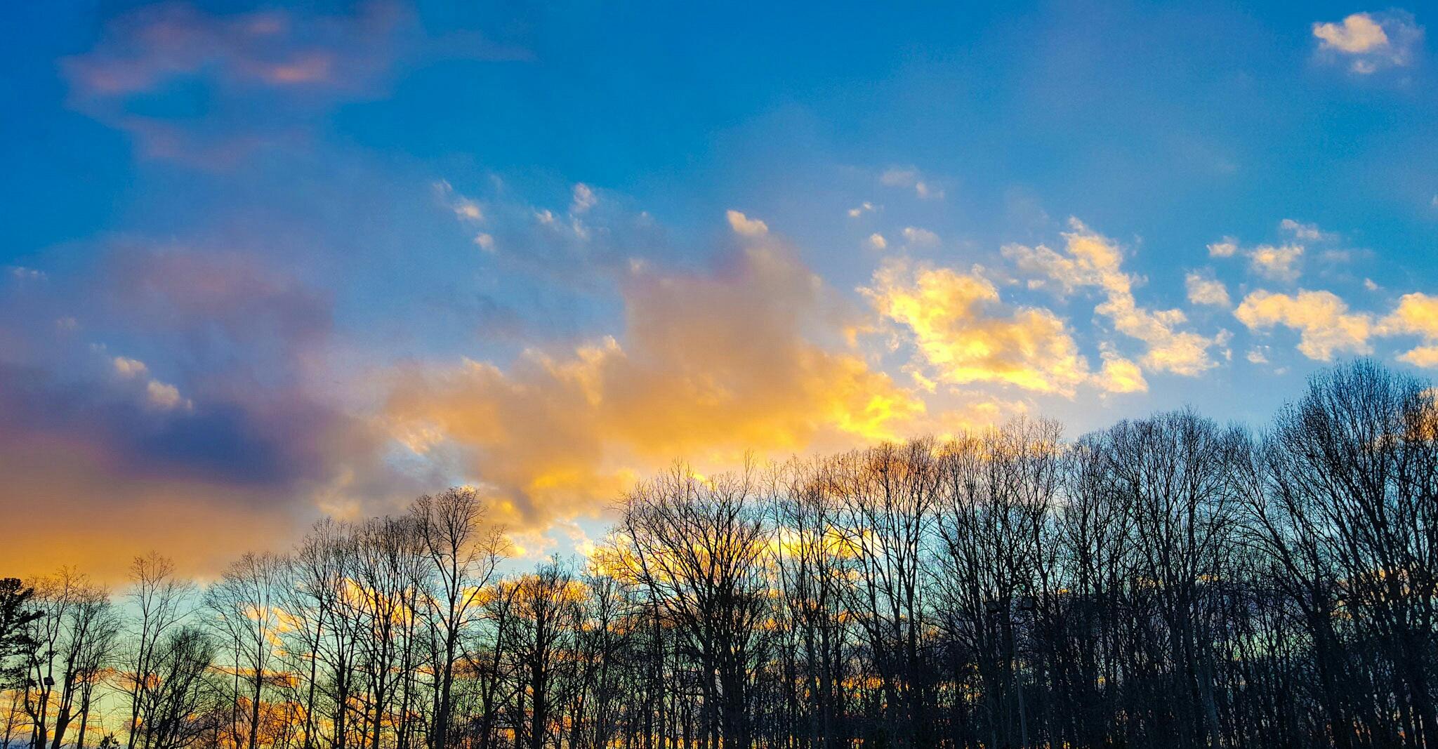 beautiful sky by zyndoy