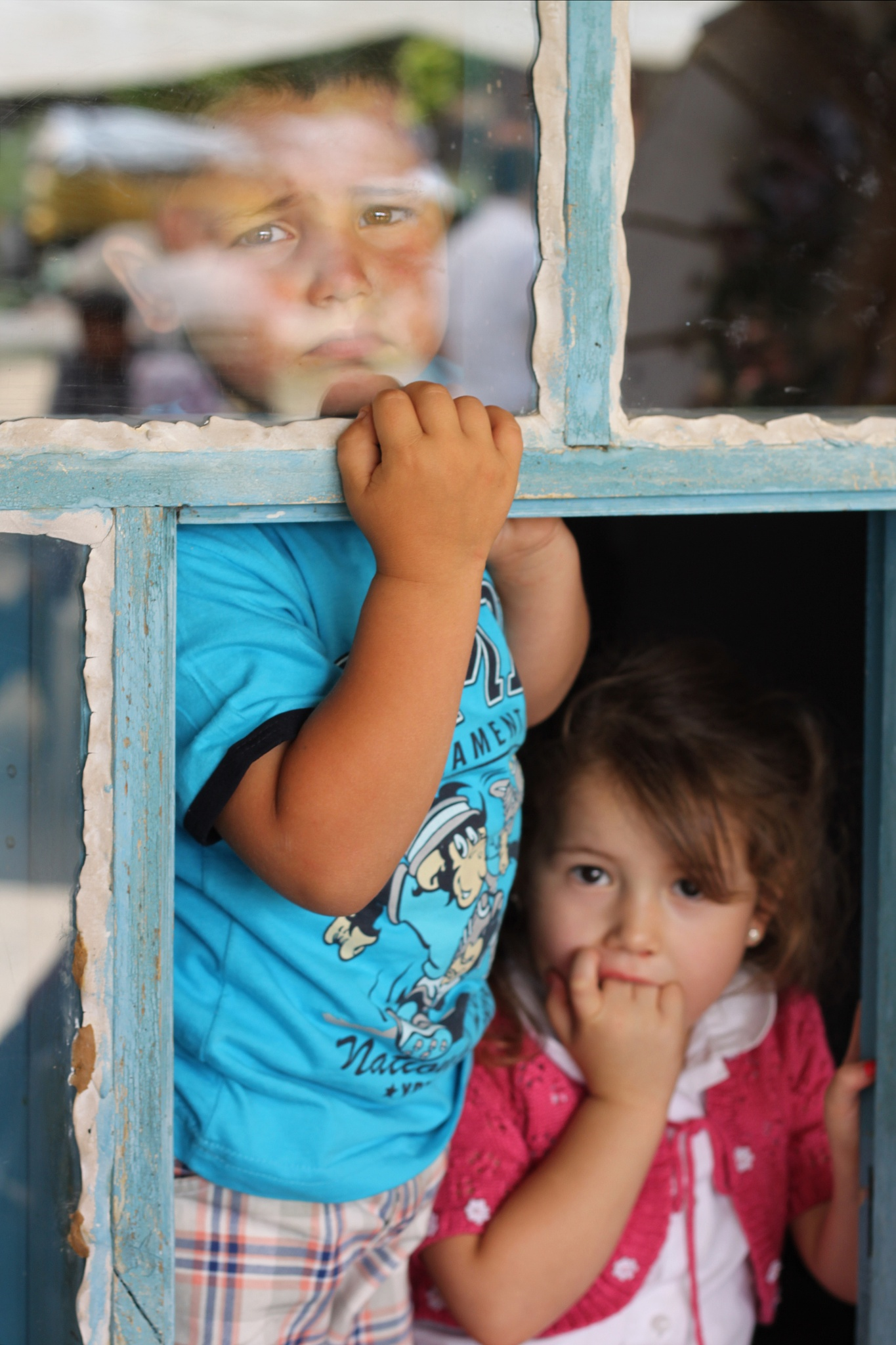 sad children  by fotografikarabulut