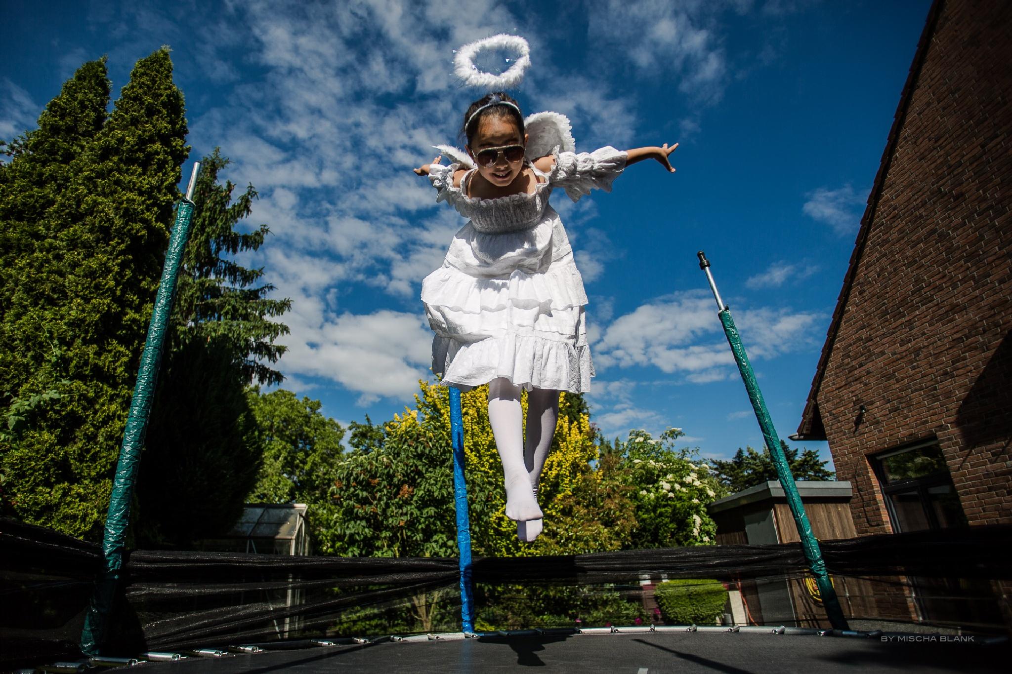 Angel  by monblan