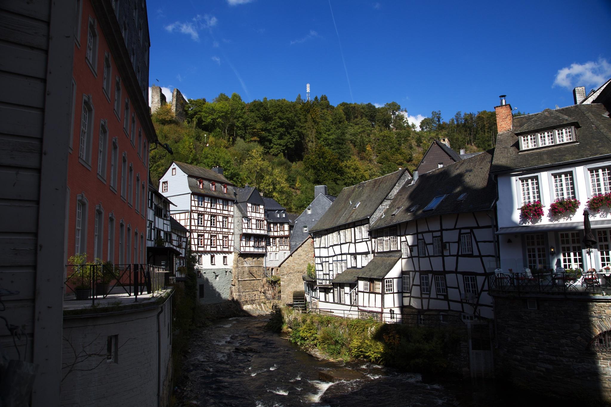 Monschau im Herbst by Rolf-Dieter Balindt