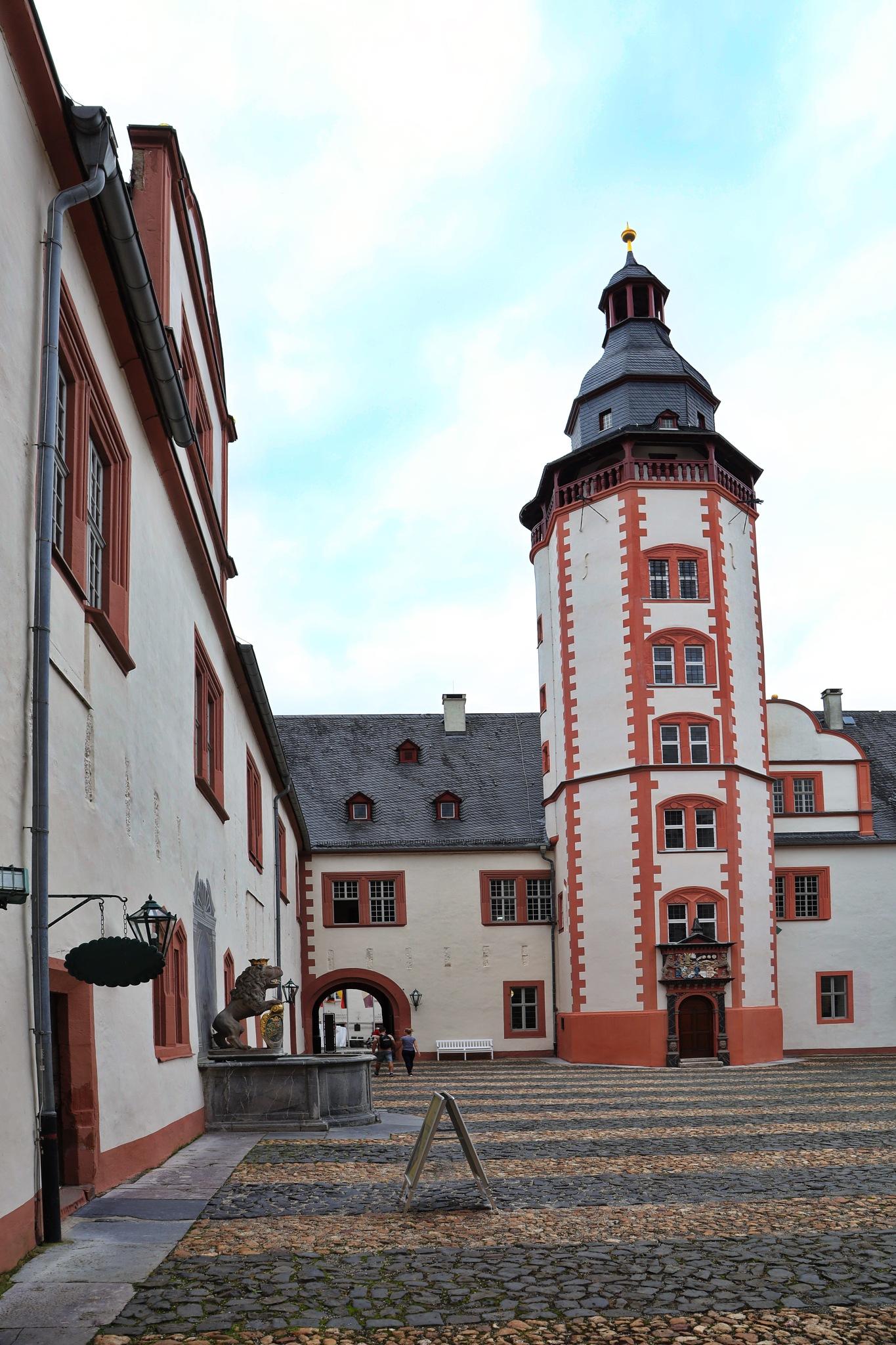 Schloss by Rolf-Dieter Balindt