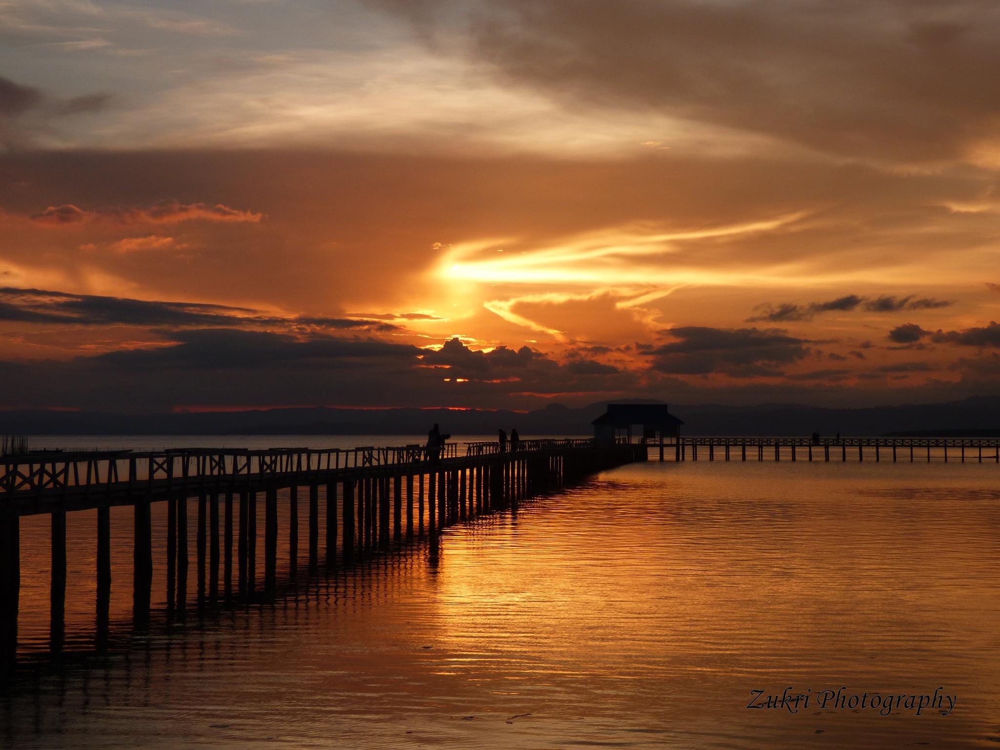 Sunset by Zukri Ld