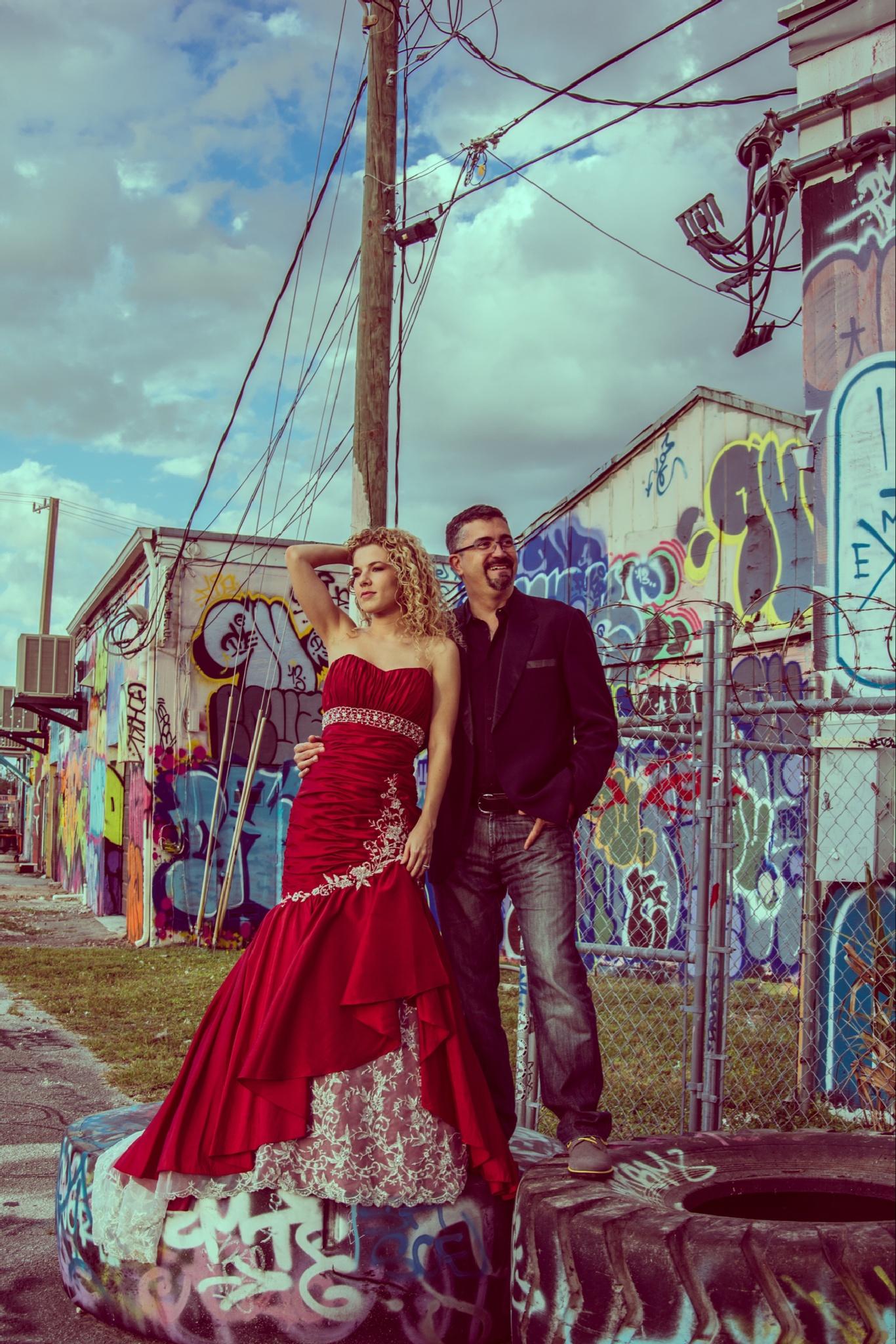Fashionable couple by lifesatriphotography