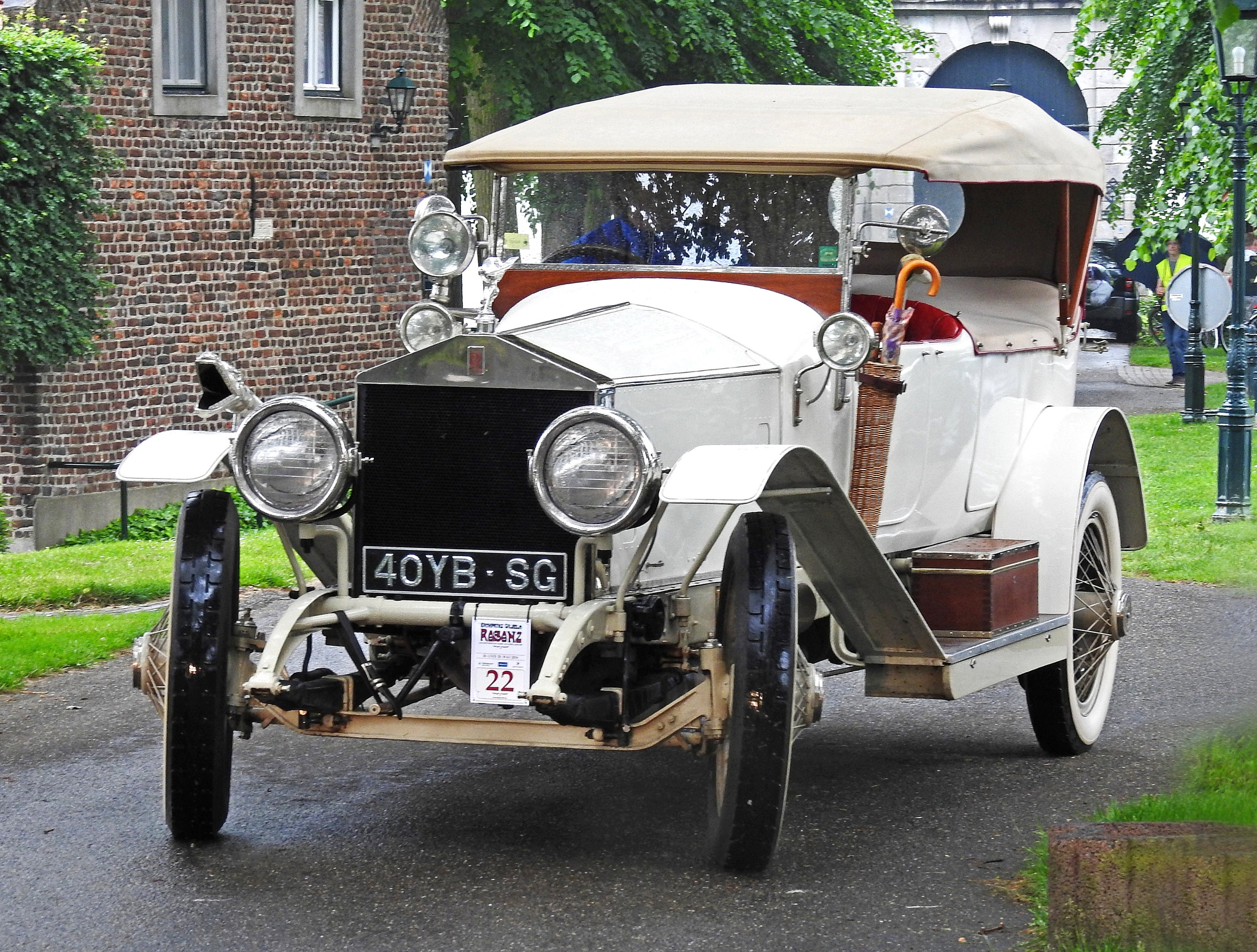 A Rolls-Royce of one hundred years !!!! by Bob66