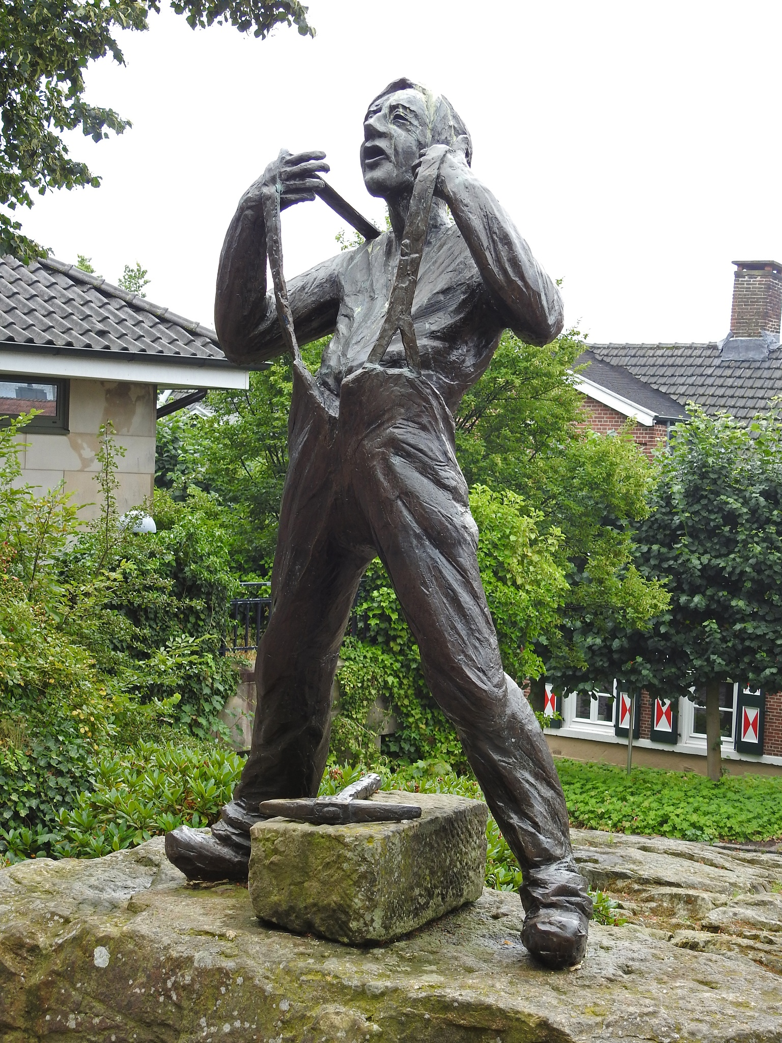 Statute by Bob66