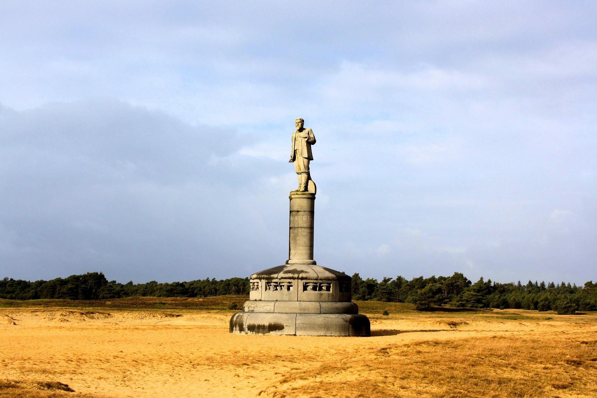 Monument de Wet Hoge Veluwe-Holland by Bob66