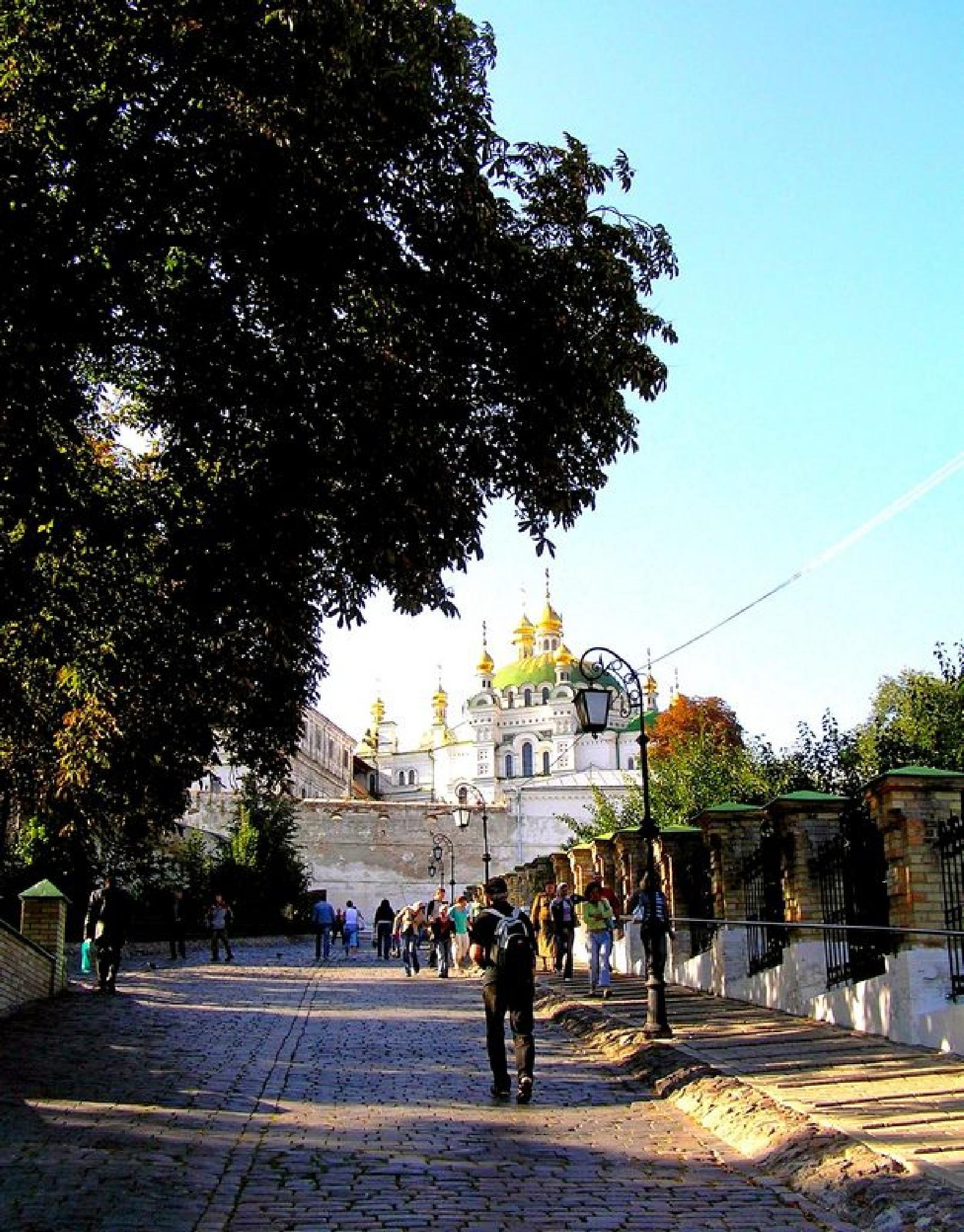 Pilgrims in Lavra by natashaneit