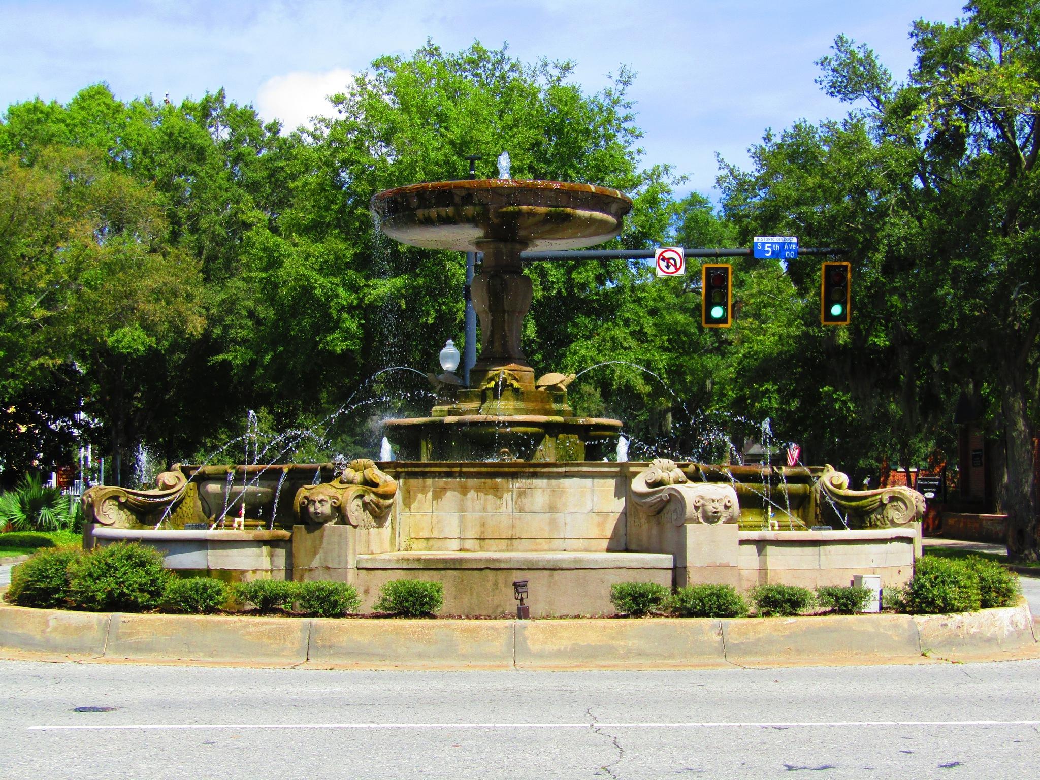 5th Ave Fountain by StevenKlabunde