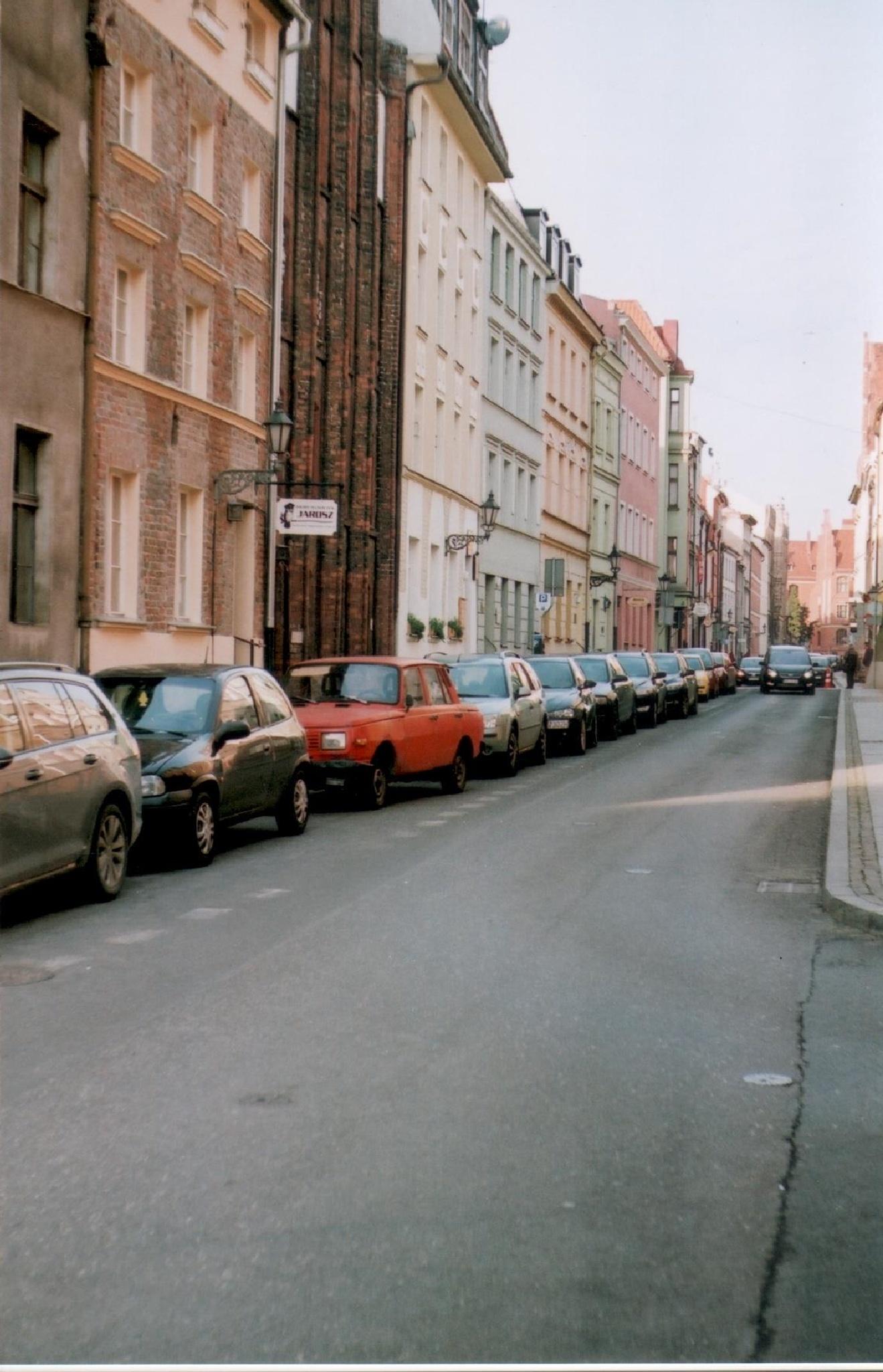 Toruń - Red Wartburg by filiplipinski1