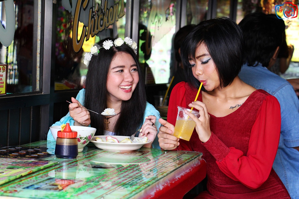 Meet with friend at Hot & sexy Chicken Kemayoran  by indrawhn