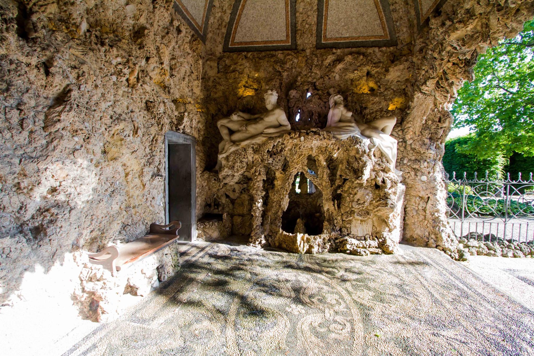 Grotte a cielo aperto by Maurizio