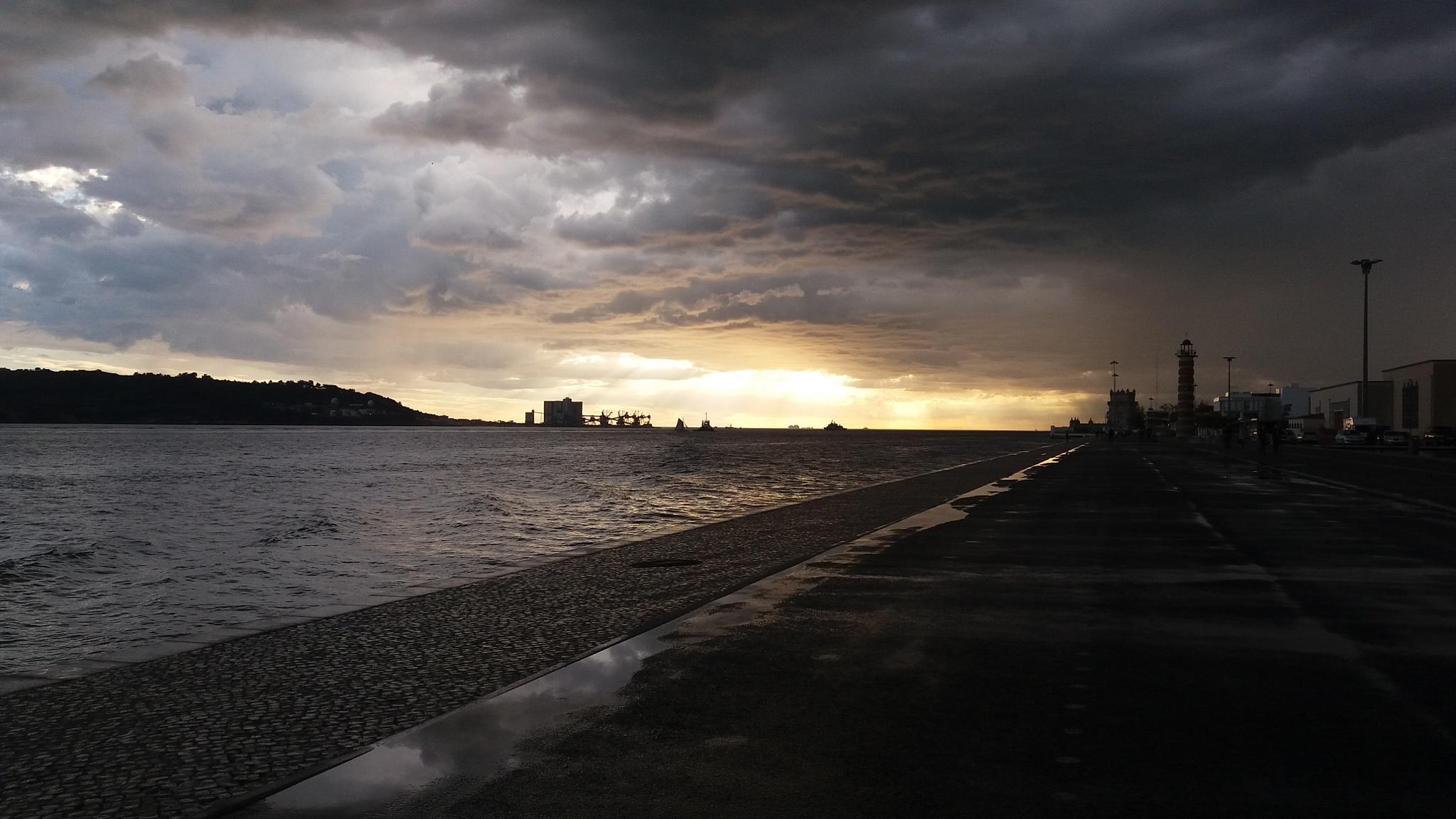 Weather change at late arvo by Nea Lo