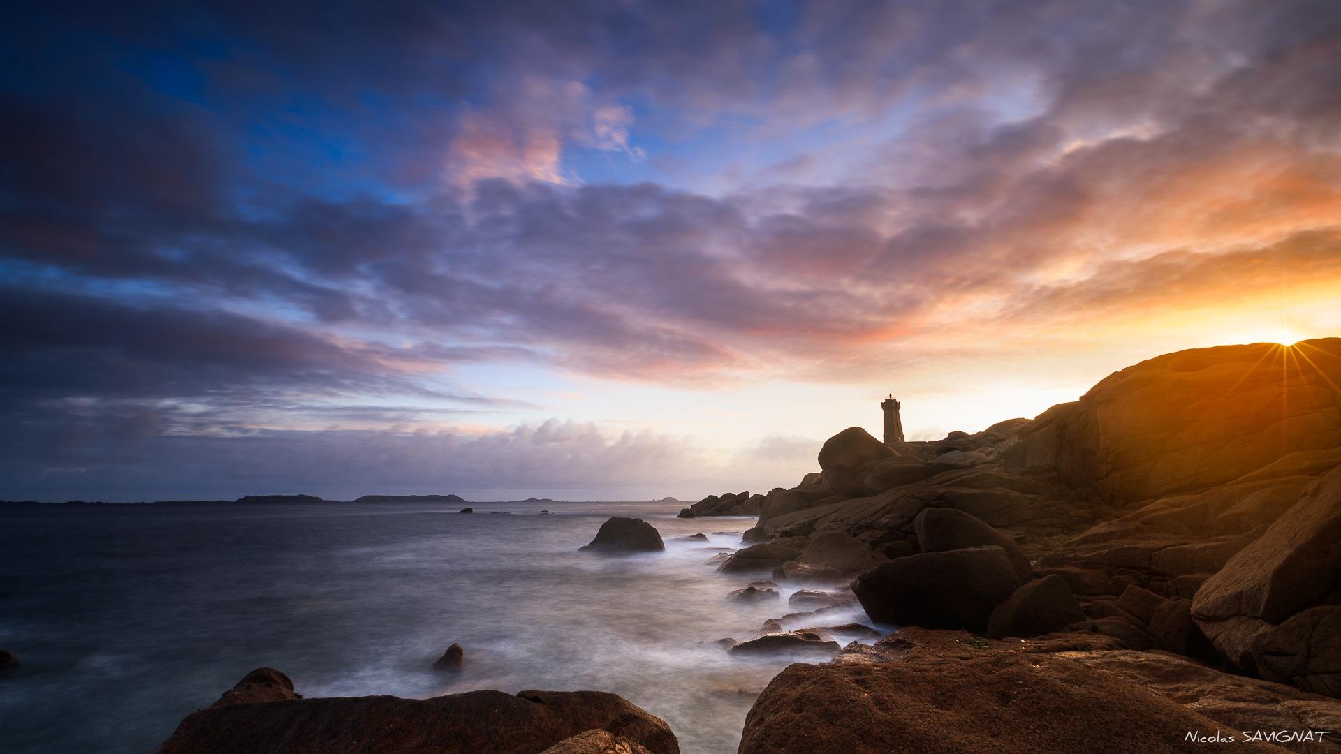 Mean RUZ Lighthouse by Nicolas SAVIGNAT
