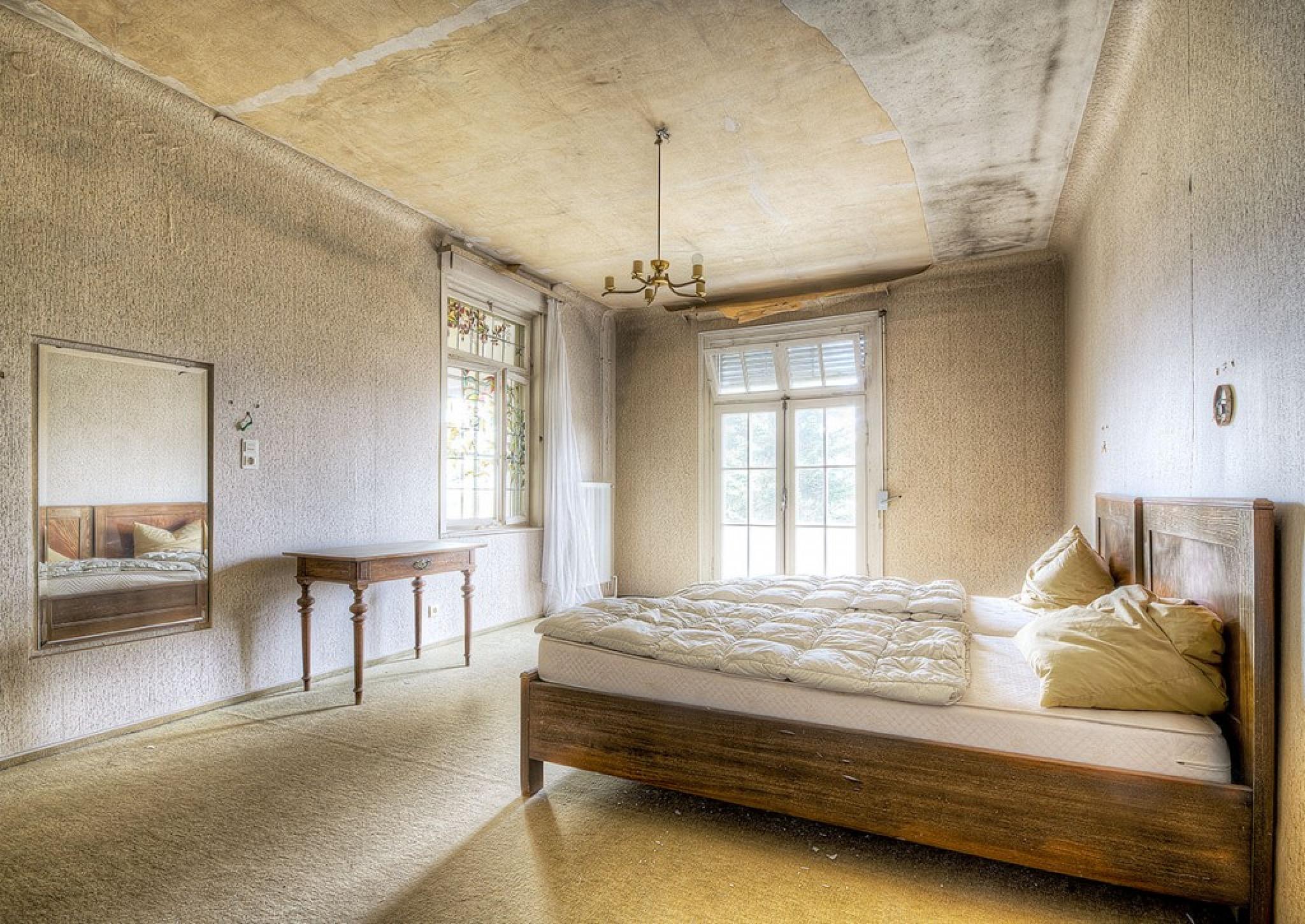 Abandoned hotel room  by BlackbirdStreet