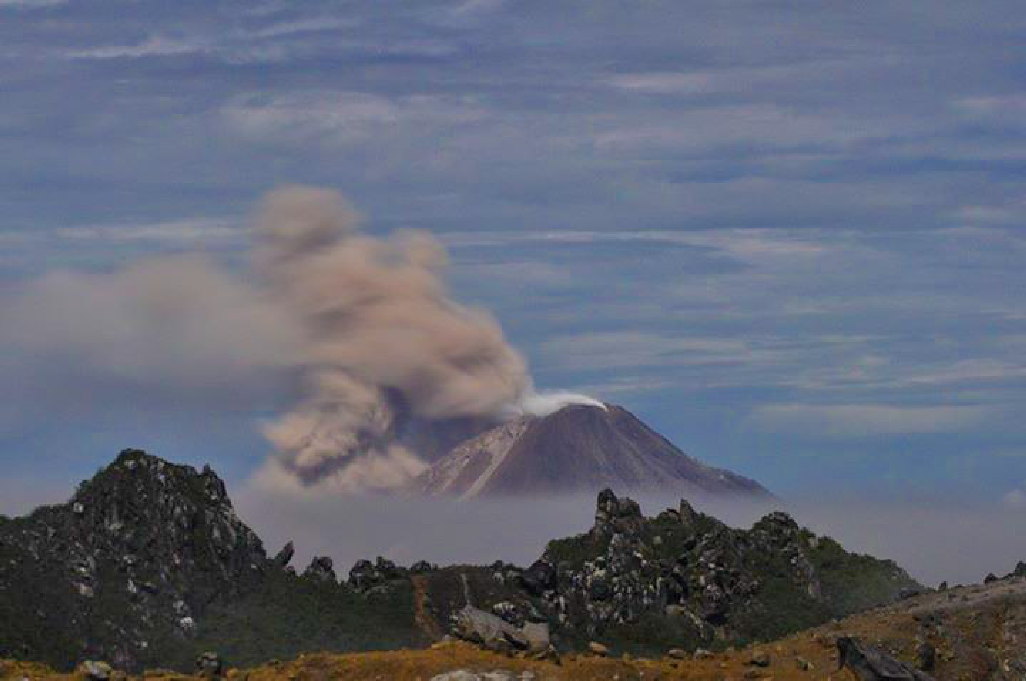 sinabung eruption by alleybamboes