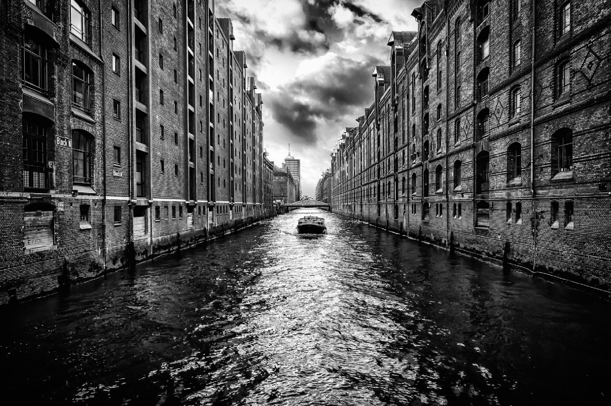 Hamburg Hafen City by Joerg Piechotka