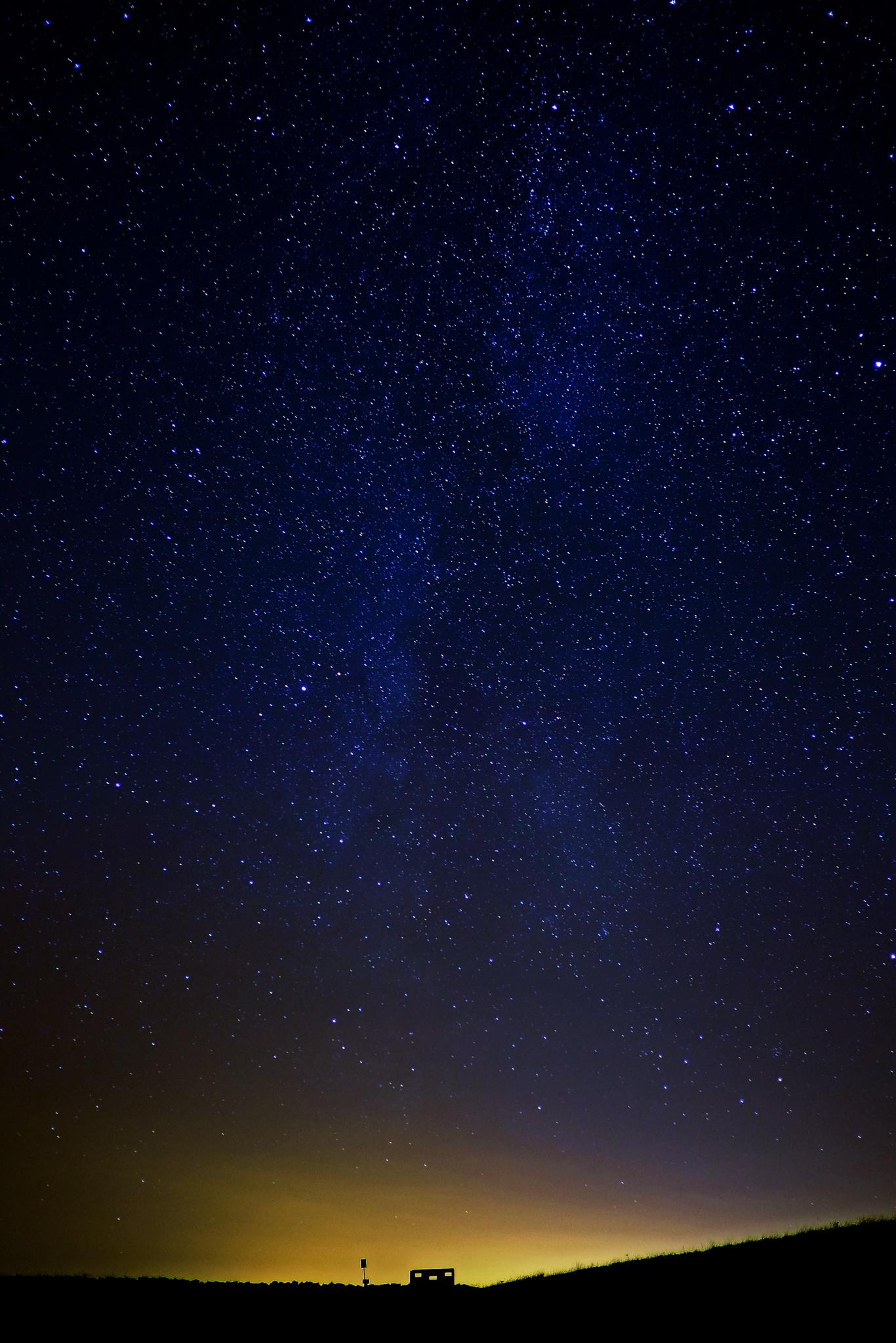 Bird hide starry night by Lee Morrow