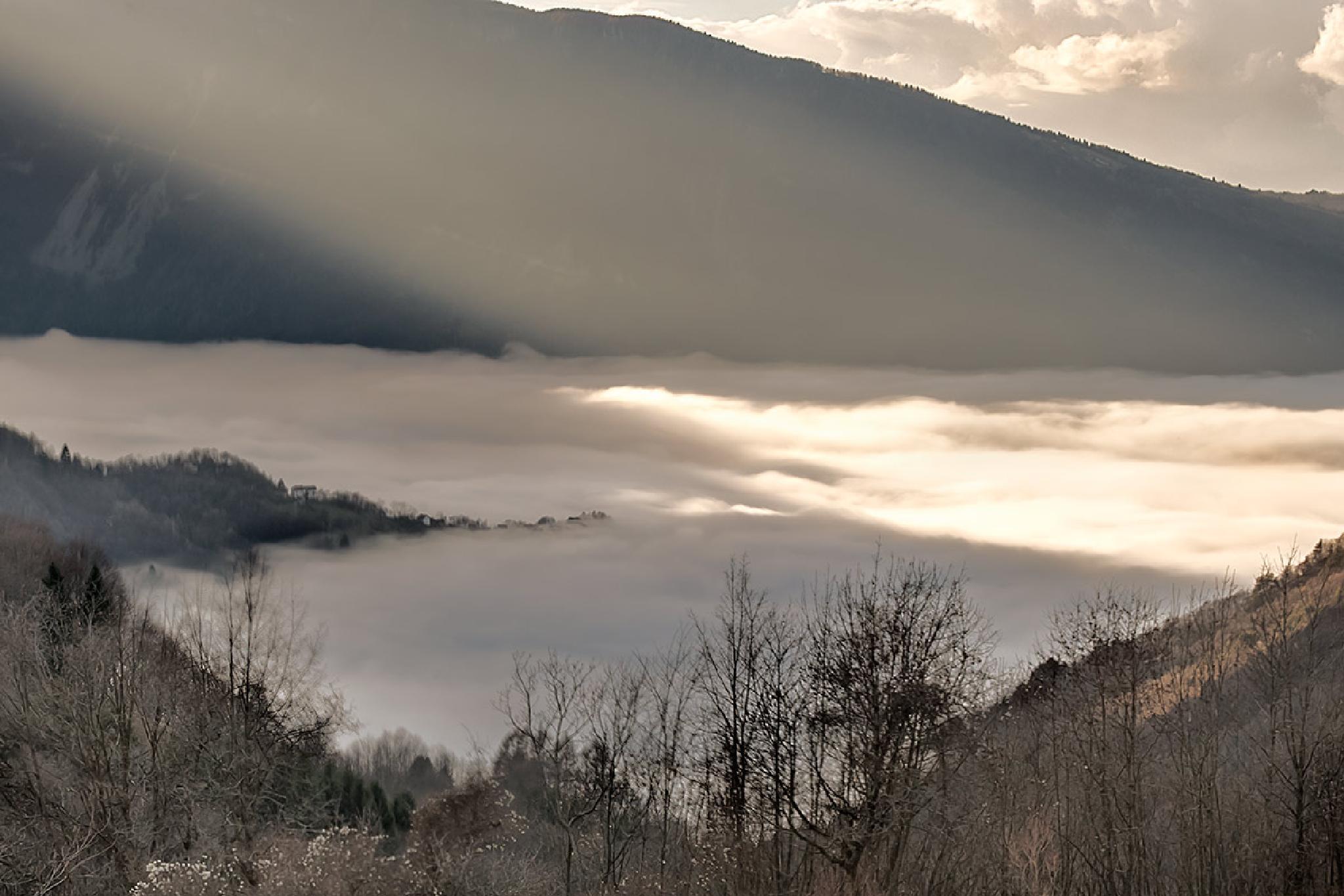 cloudy lake by Amerigo