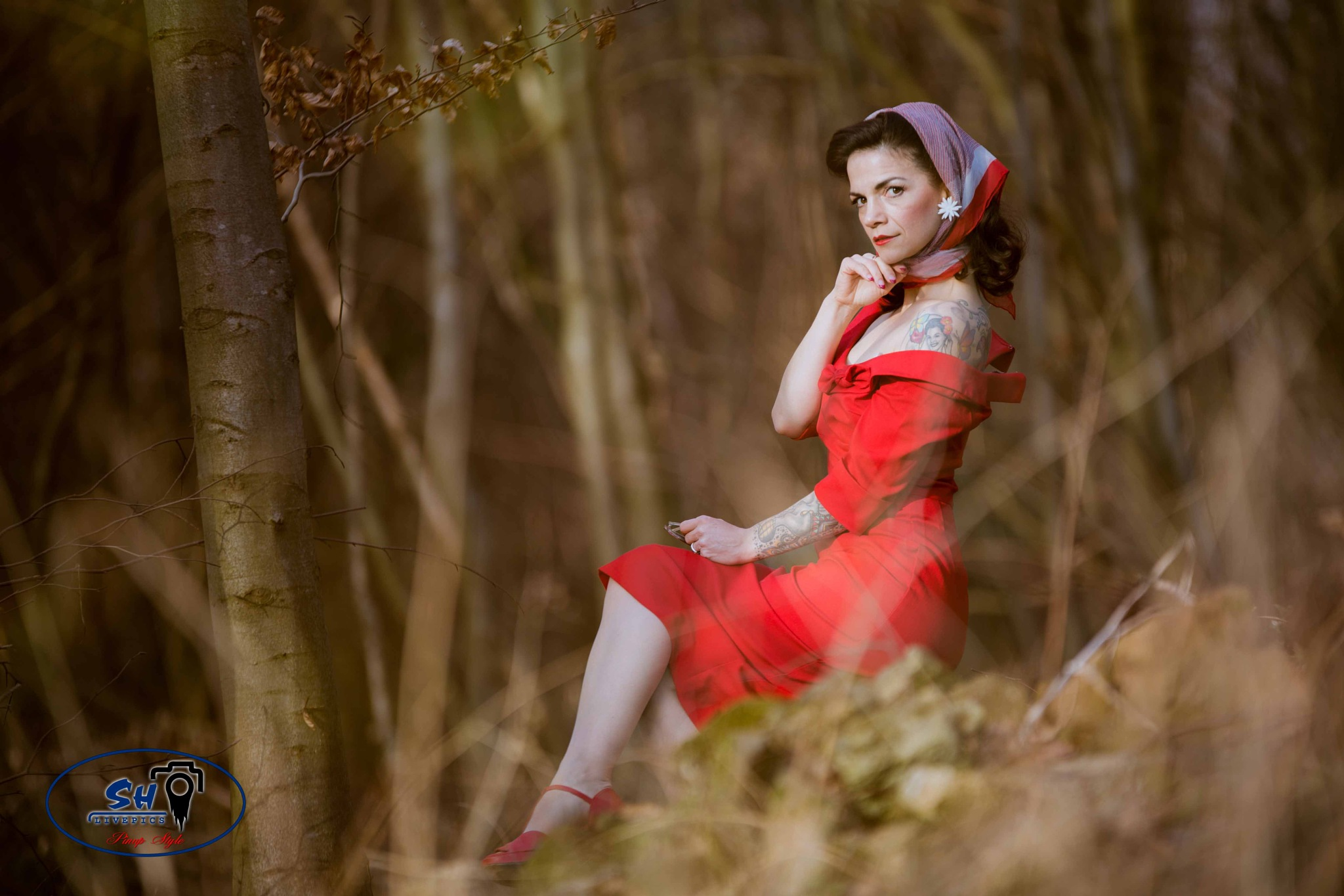 woman in red by SH Livepics