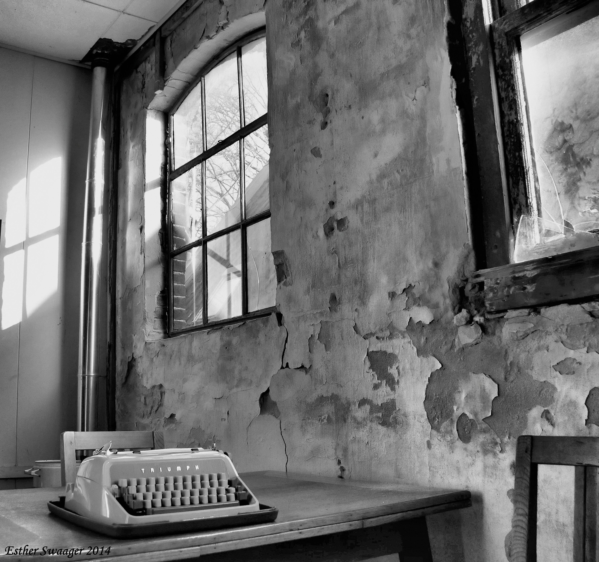 forgotten typewriter by Esther Swaager Es Photography