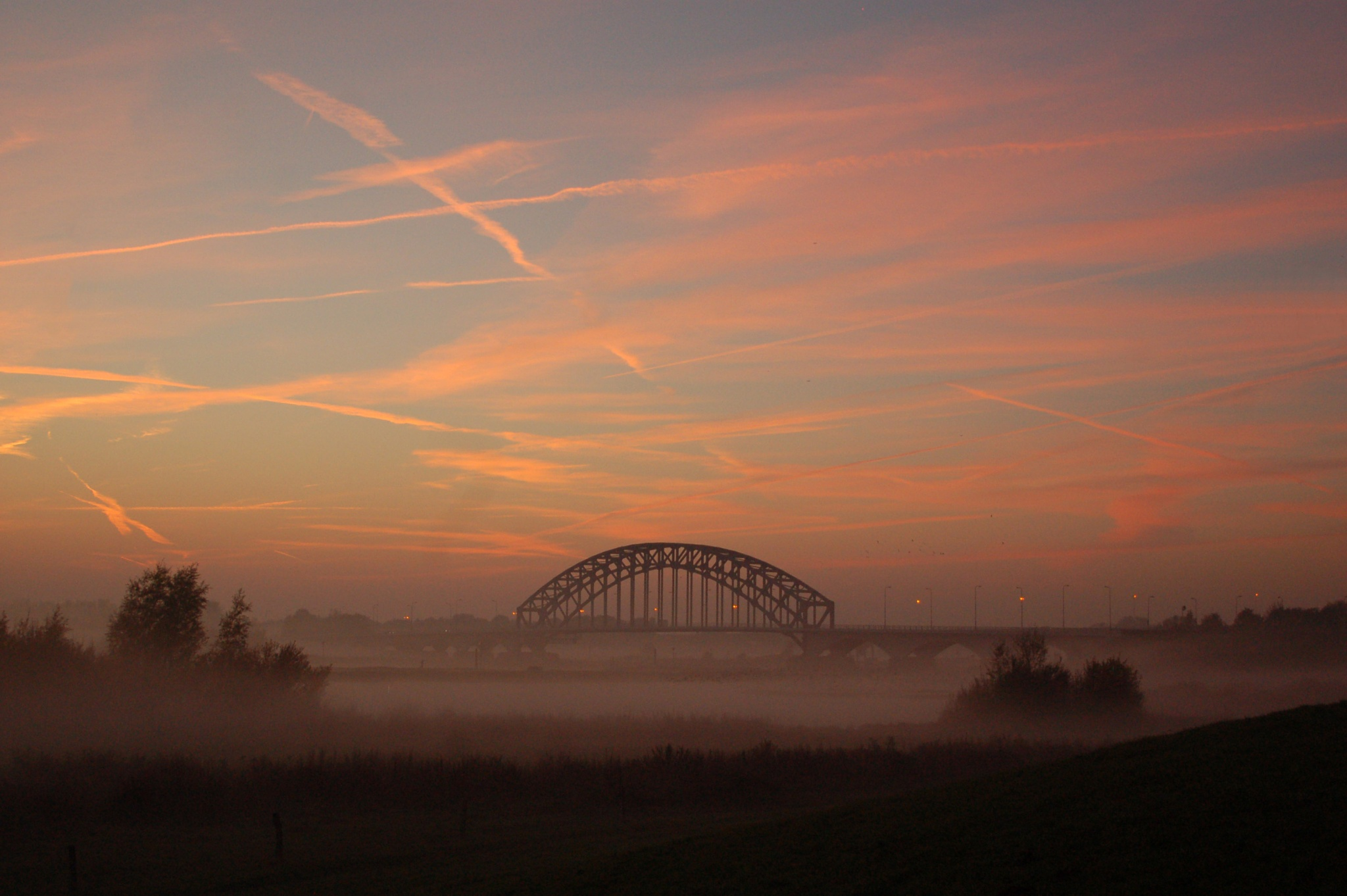 fog at the ijssel bridge by vanetty