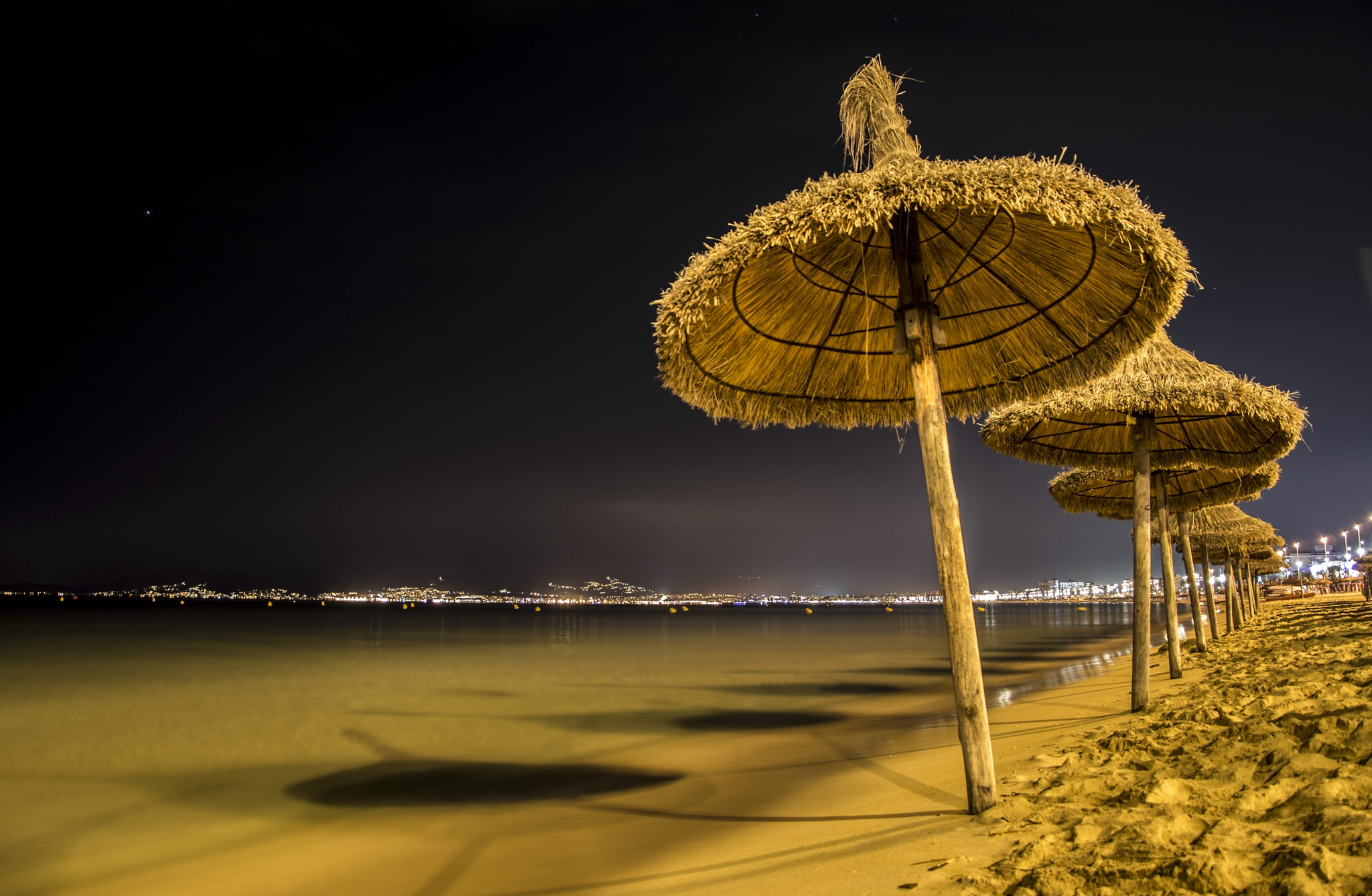 Playa de Palma at night by anzesusel