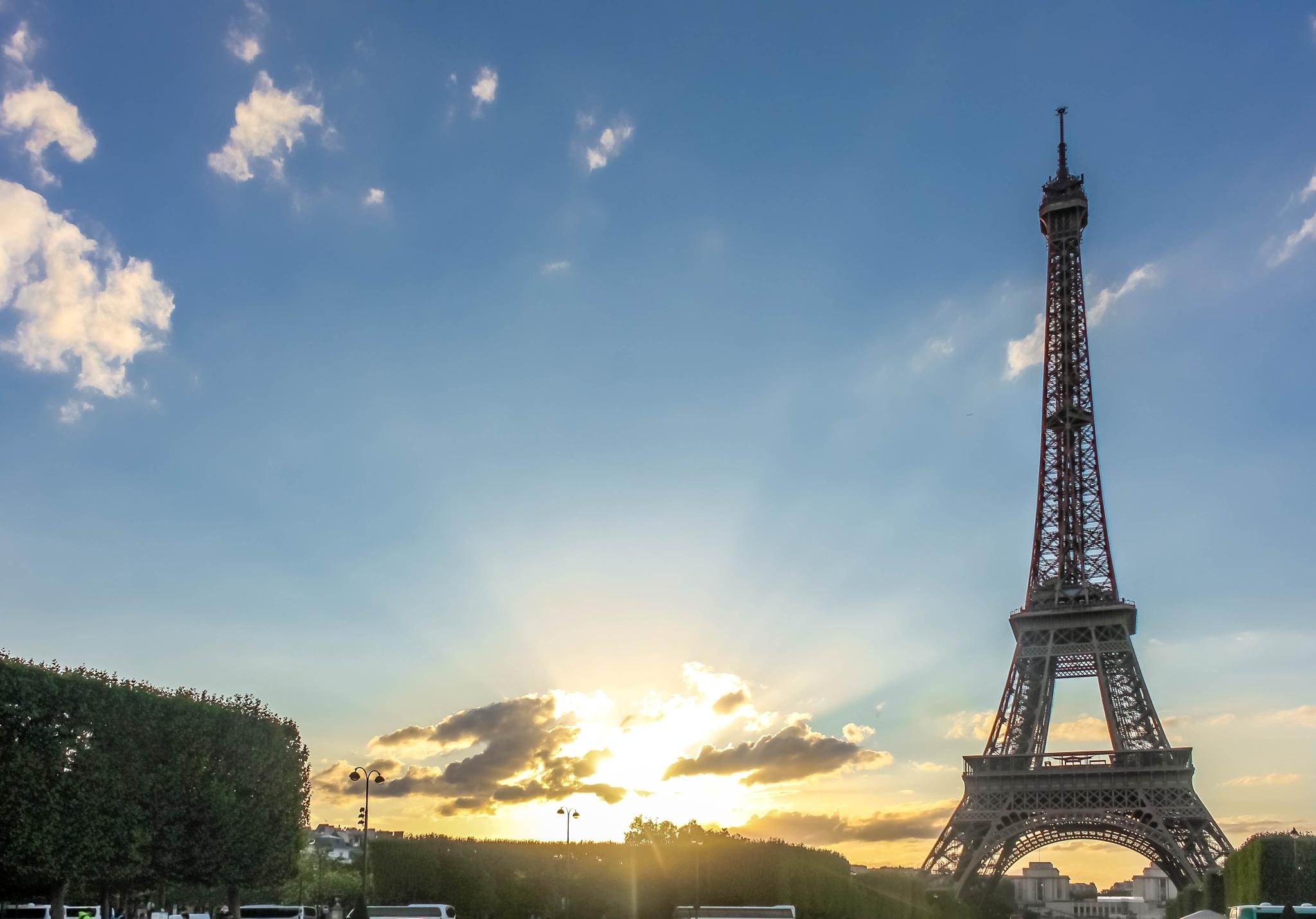 Eiffel by Kashif Yusufzai