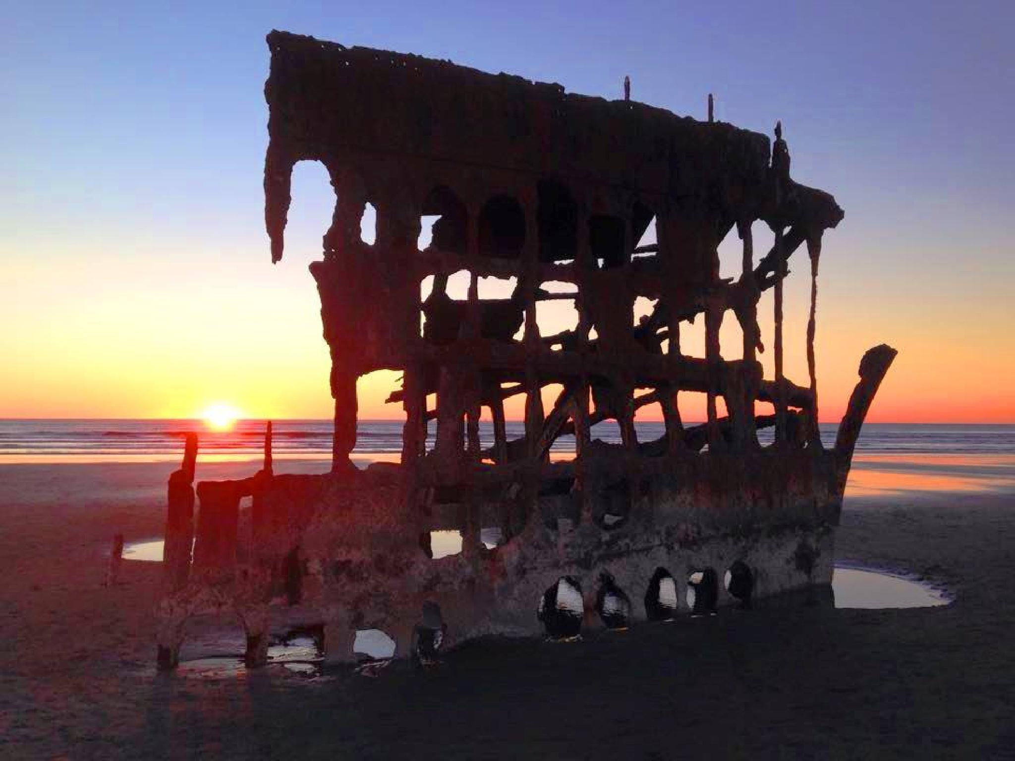 Shipwreck by RToton