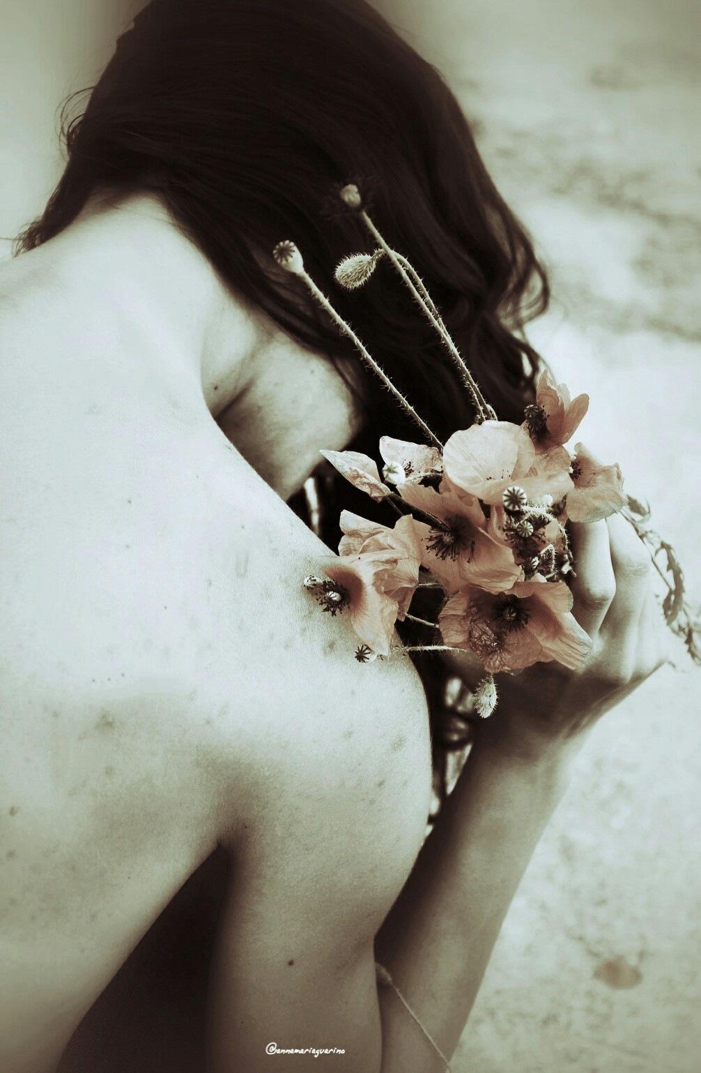 Mi lascio accarezzare il mio corpo...dalla spontanea semplicità  by Annamariaguarino