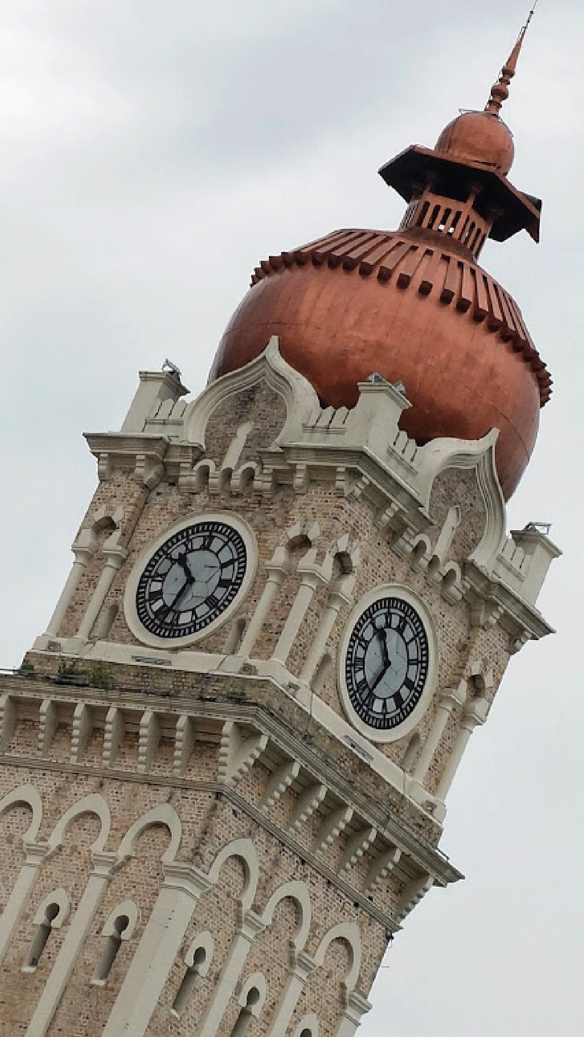 The wonderful clock by fragranceumlee