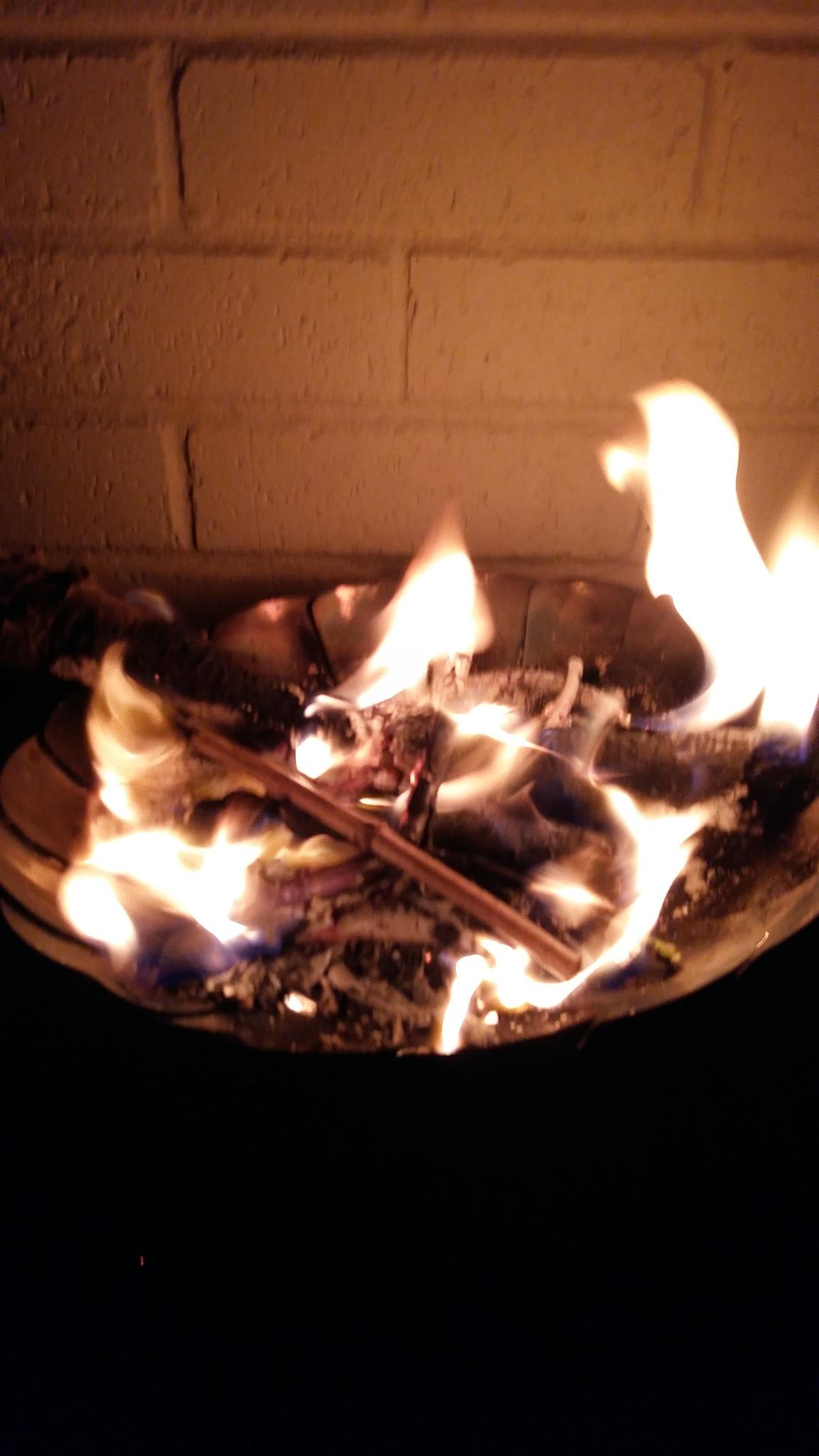 Yule fire. by witchosity