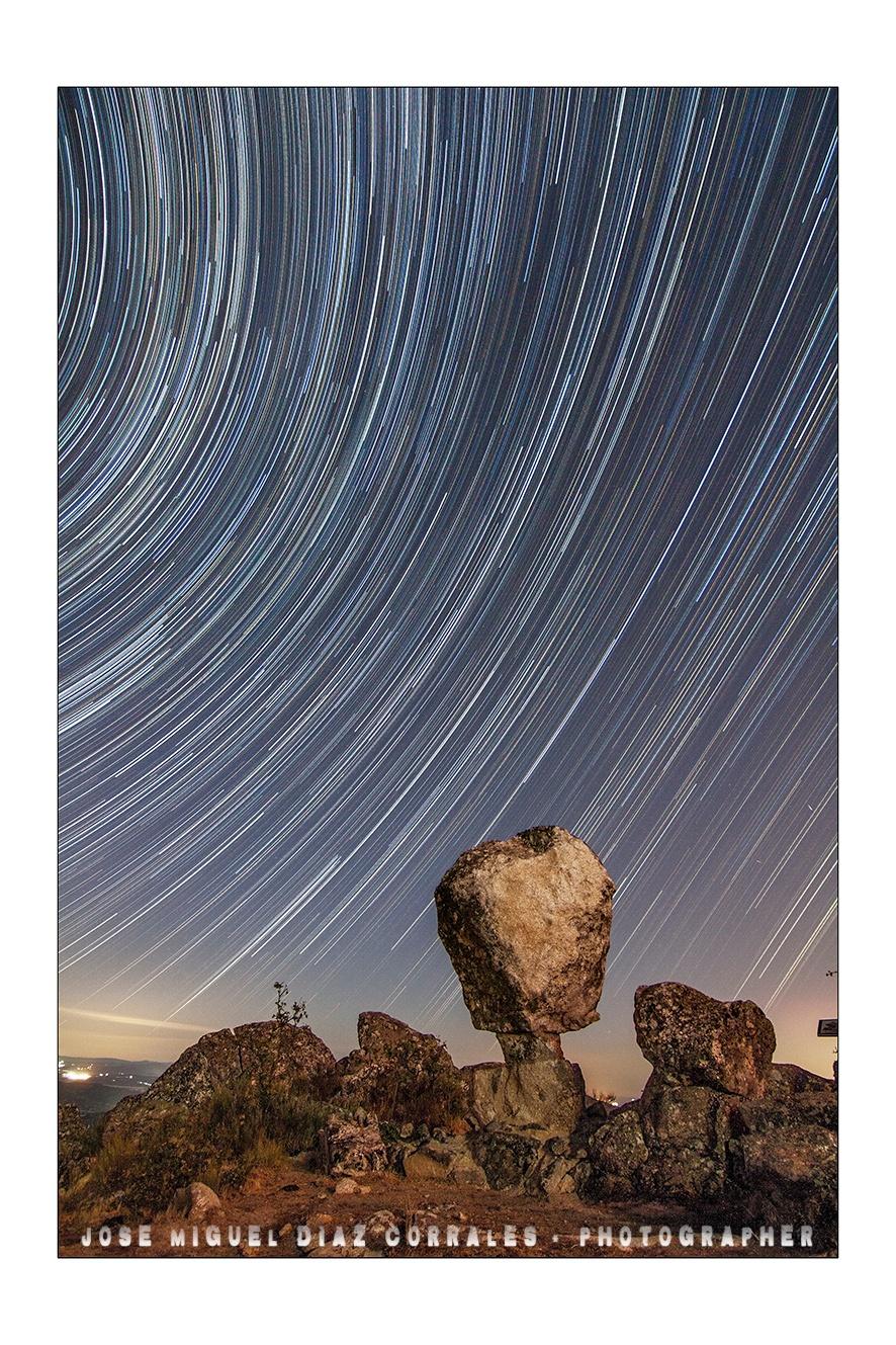 Stars trails en el cancho. by Josemigueldiazcorrales
