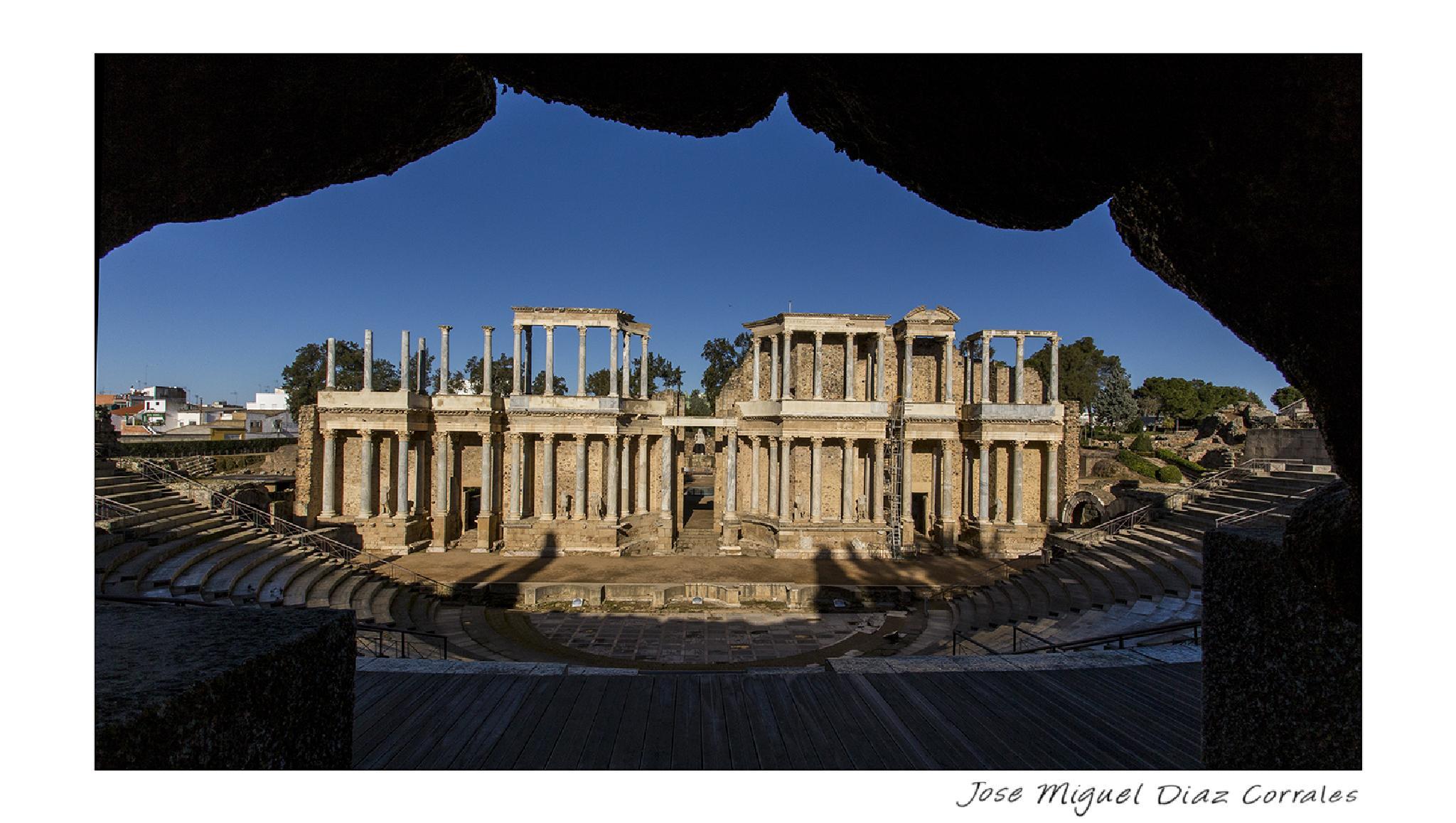 Escena del Teatro romano by Josemigueldiazcorrales
