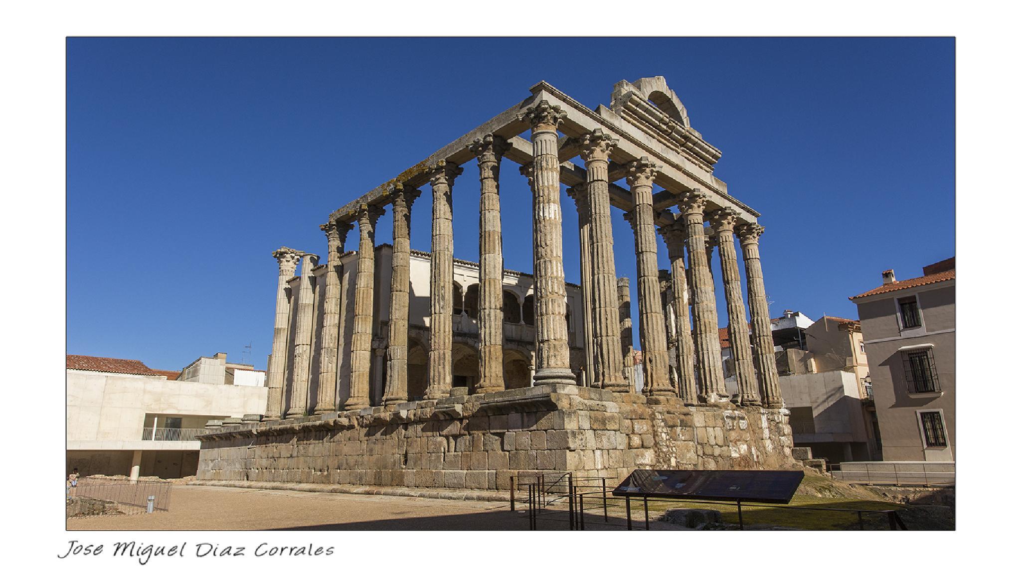 Templo de Diana by Josemigueldiazcorrales