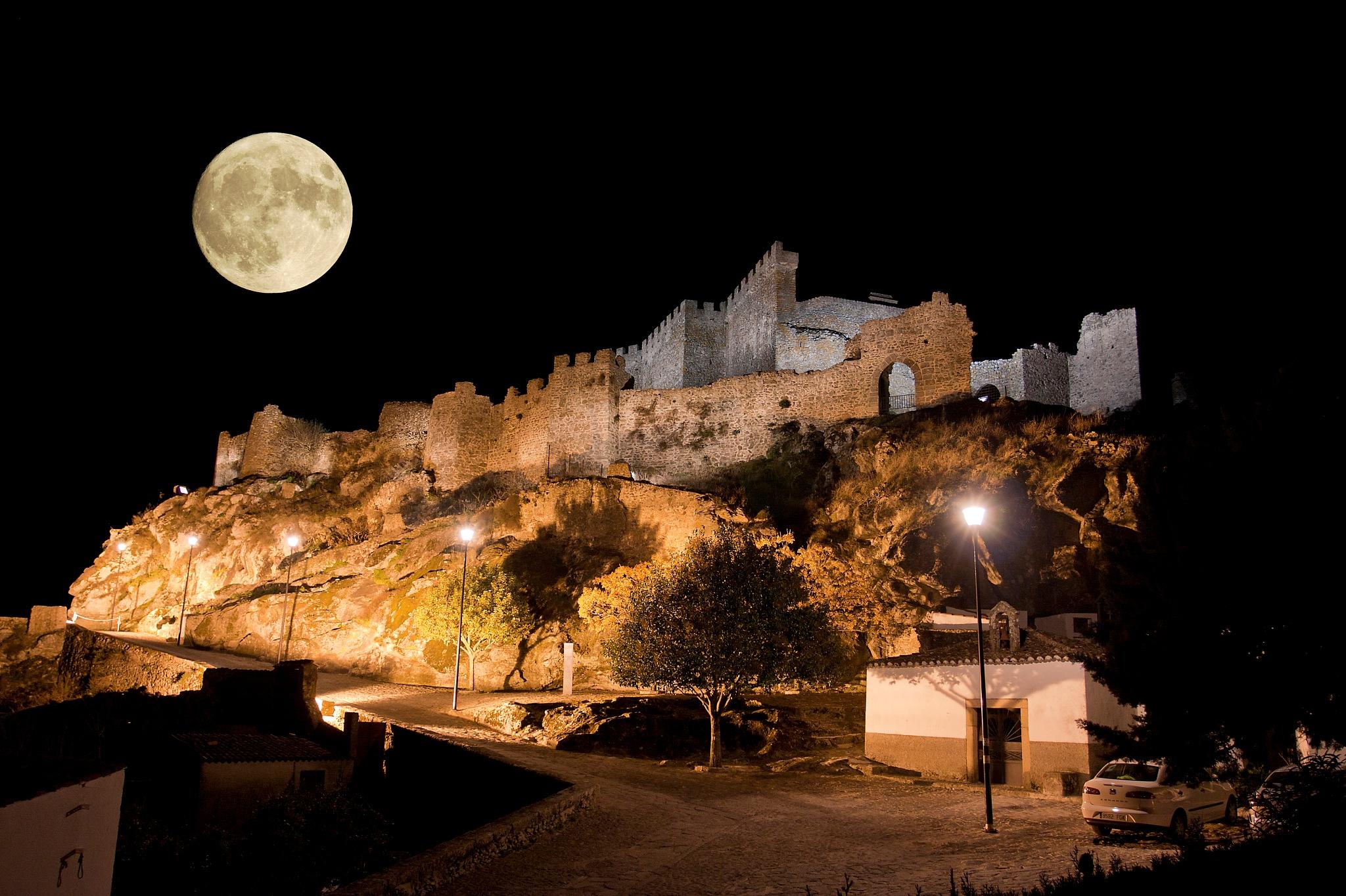 luna falsa by Josemigueldiazcorrales