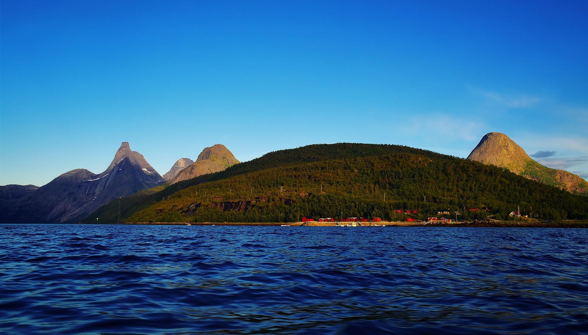 Tømmeråsen by John Frost-bite Slettjord