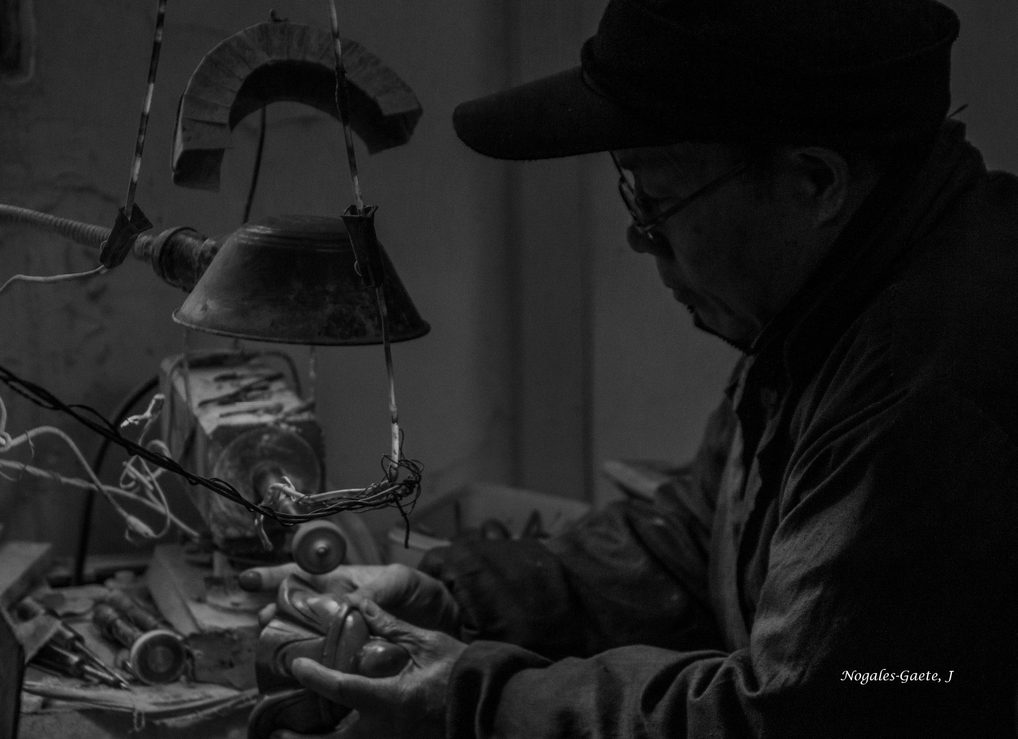 Artesano - handicraftsman by Jorge Nogales