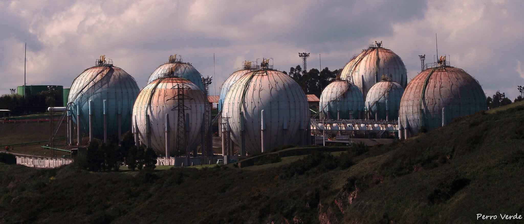 Spheres by Miguel Rubio