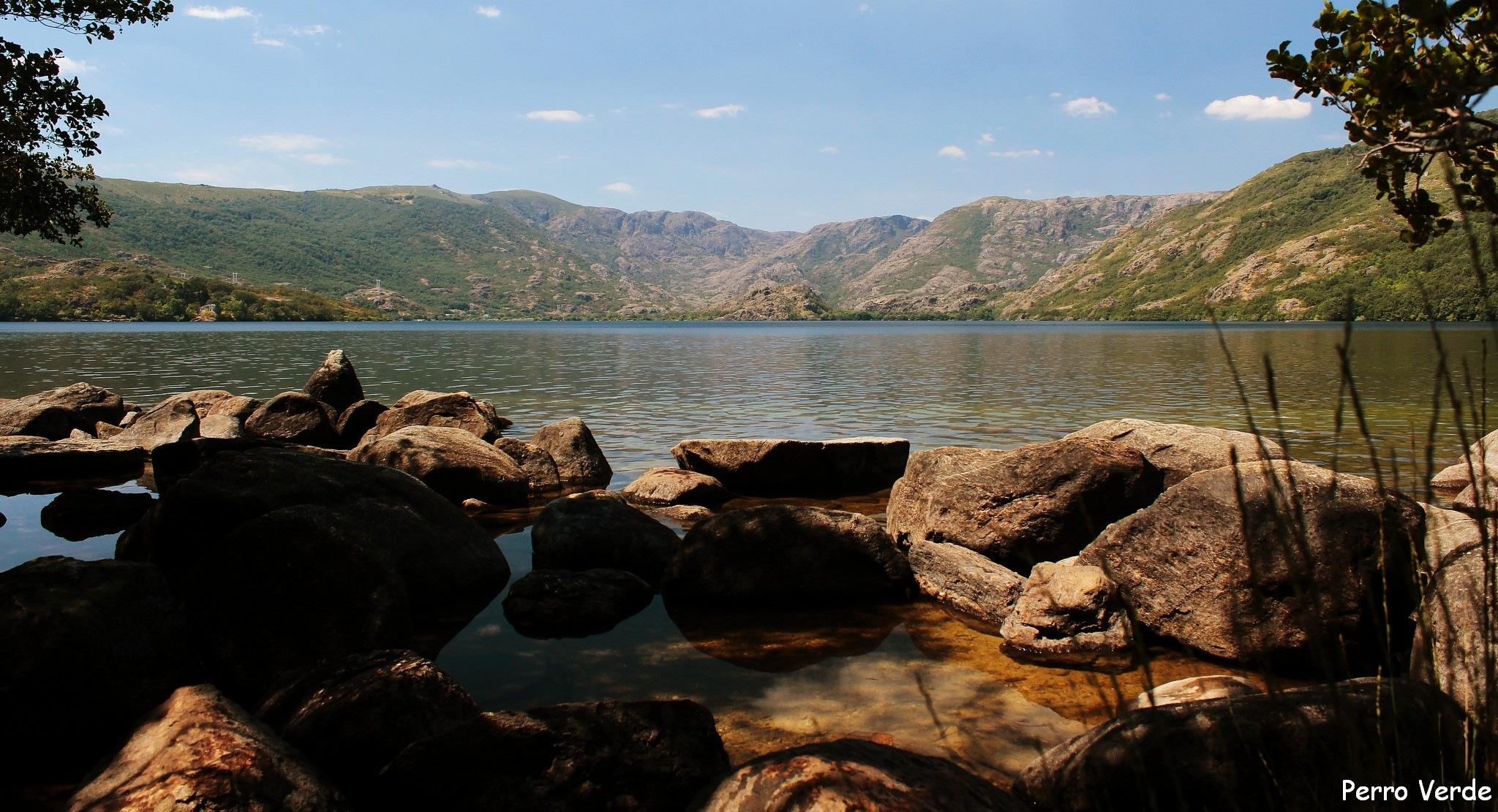Lago de Sanabria by Miguel Rubio