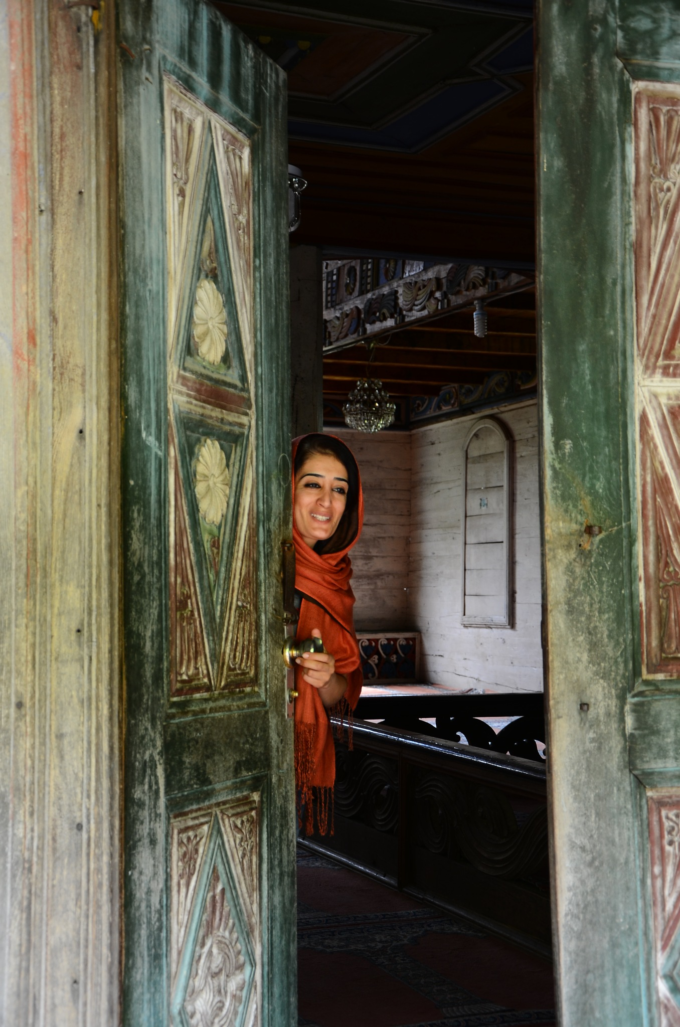 Kapı ardından bakış by Aliserit
