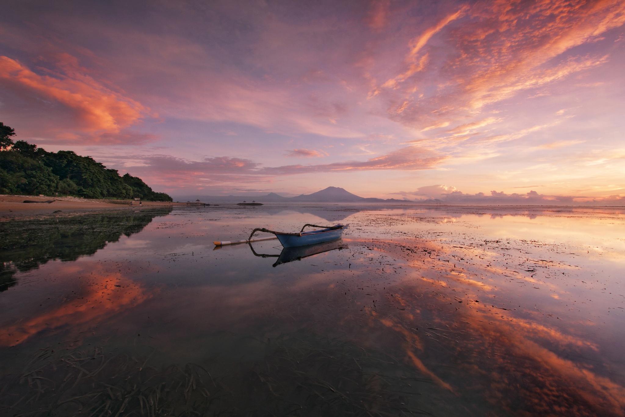 Karang Beach by Gede Widiarsa
