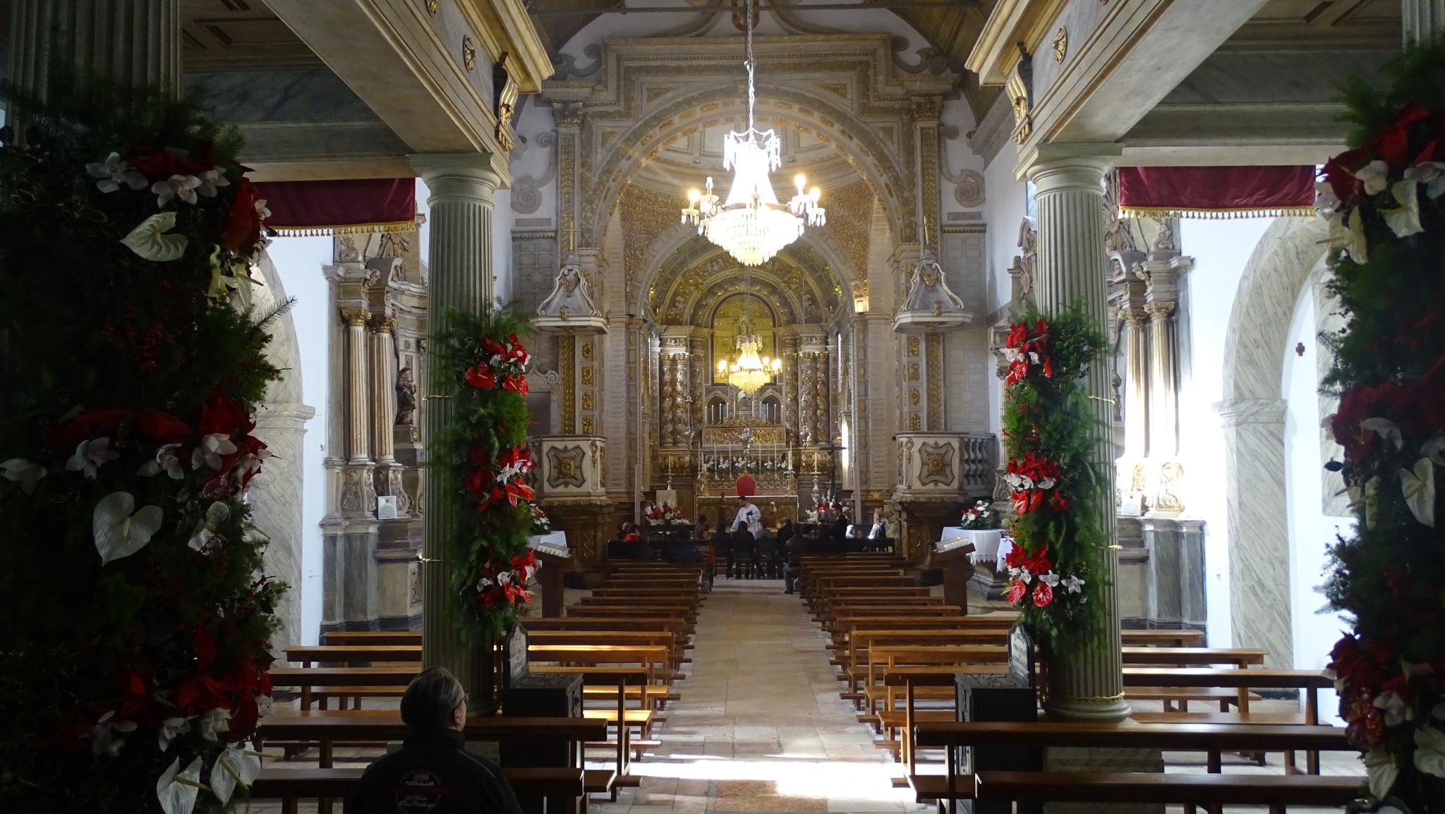 inside nazaré cathedral by Luis serra