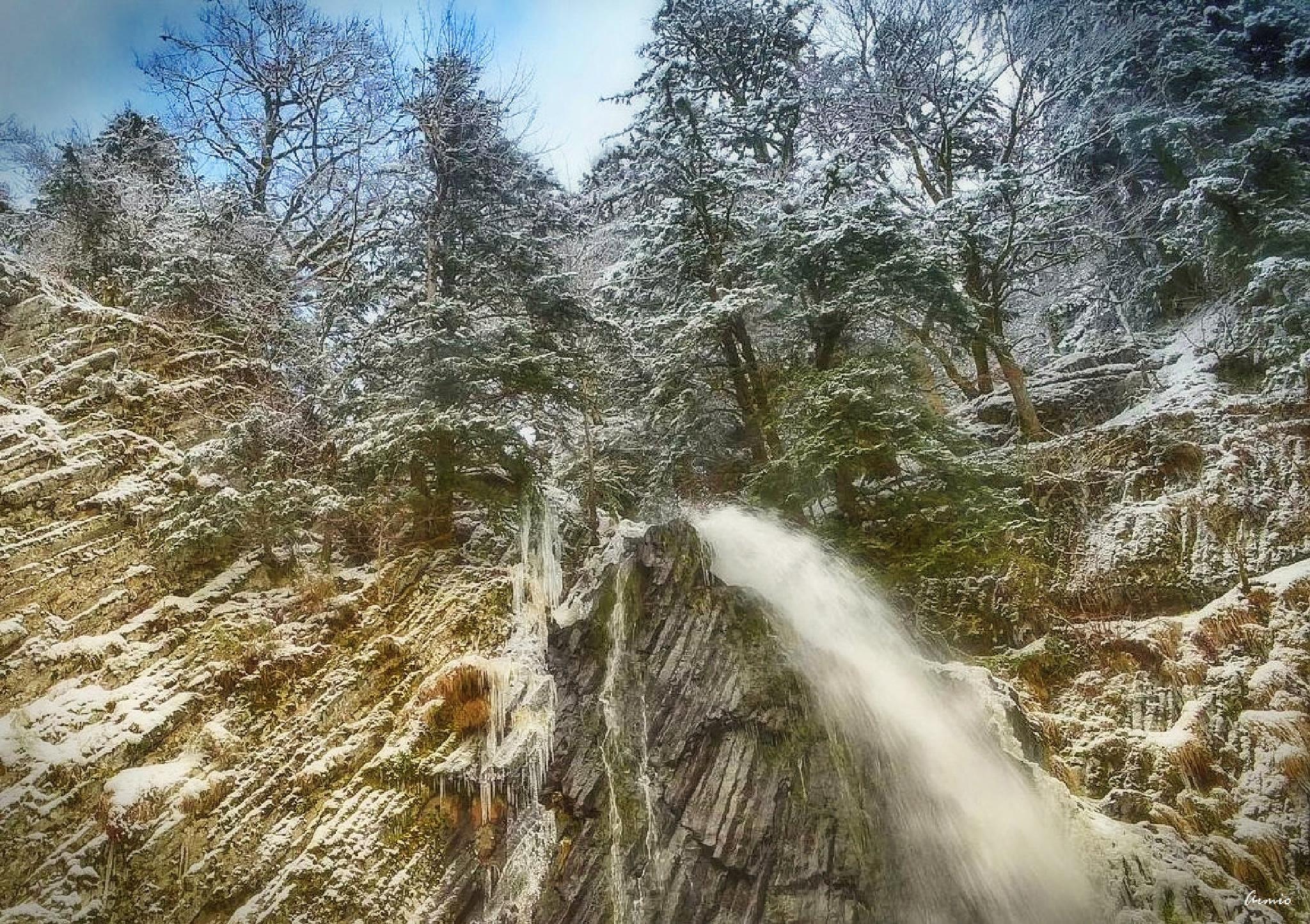 Cascade de Queureuilh Auvergne by Armio