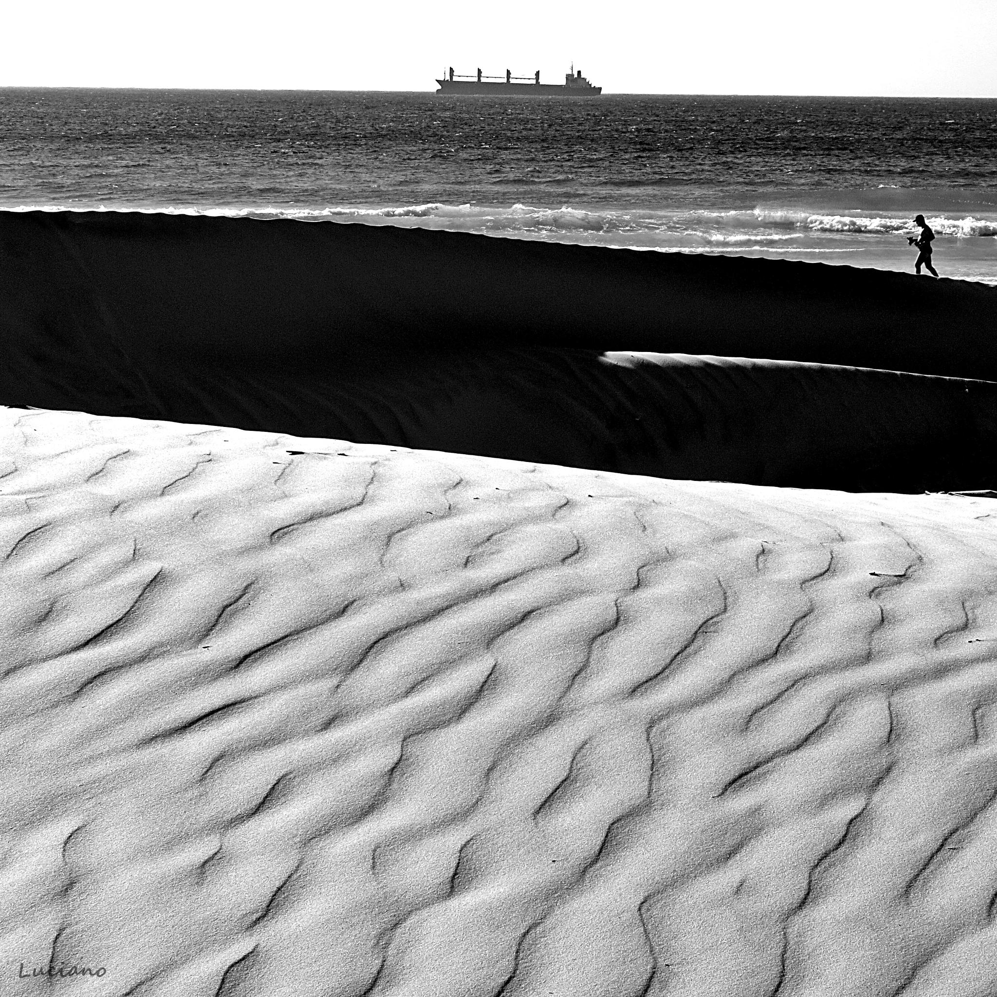 Photo in Sea and Sand #lines #cabo frio #búzios #arraial do cabo #luciano barbosa #praia do forte