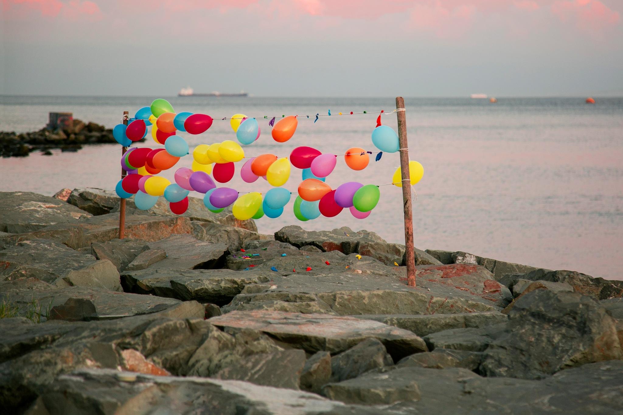 Balloons on beach   by Ahmad Alsayed