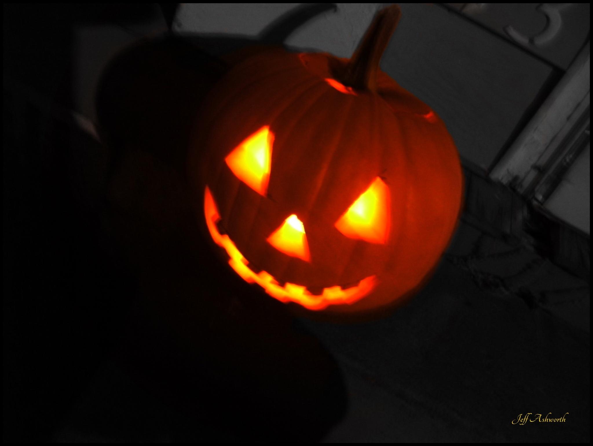 Jack-O-Lantern by jeffashworth