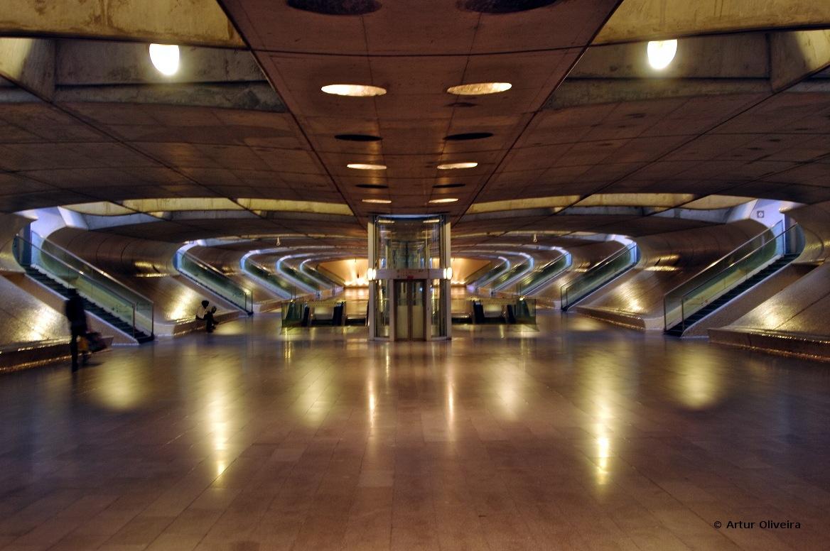 Night Series - Gare do Oriente by Artur Oliveira