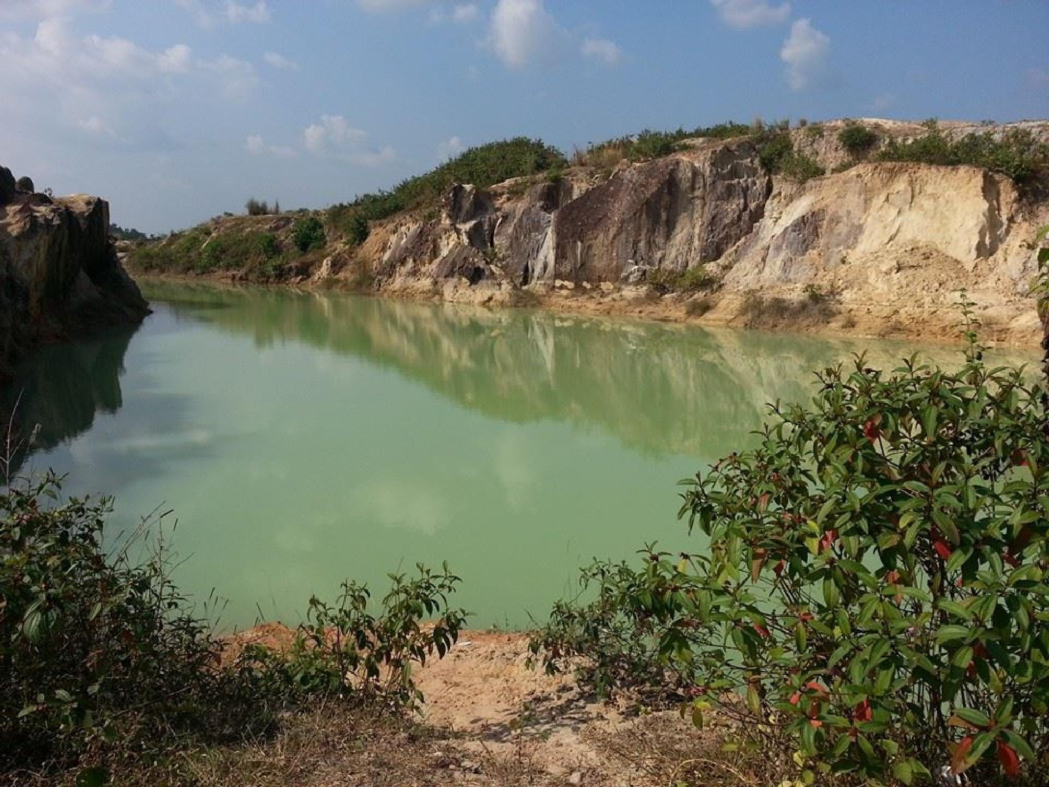 the saphire lake by Raisasabila