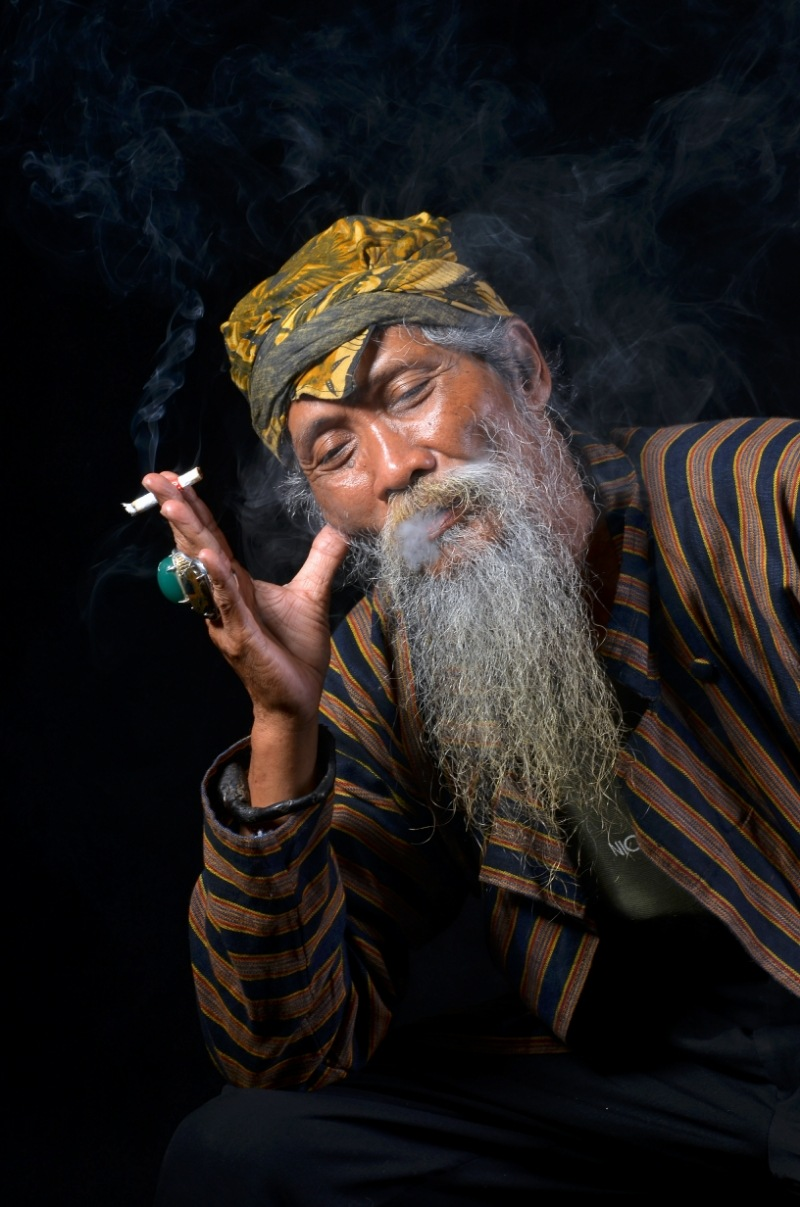 mbah slamet ( keroncong musician ) by Catur Wibisono