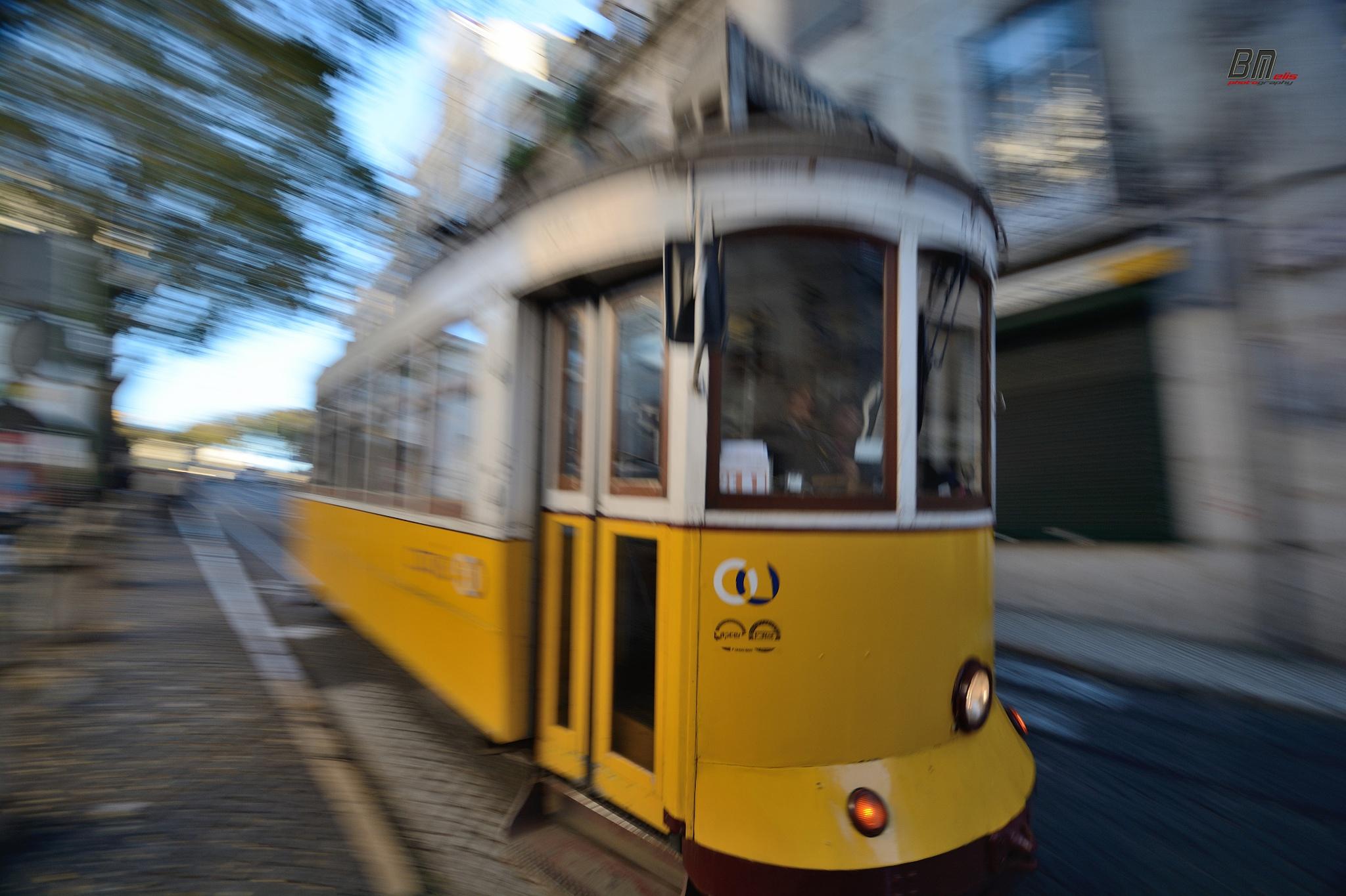 Tram - panning by Bruno Melis